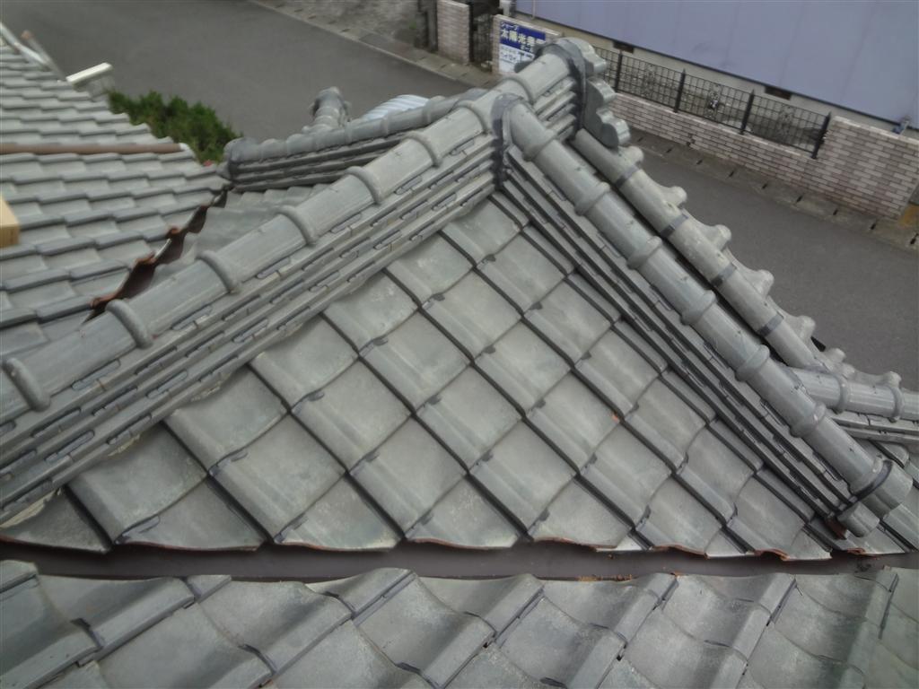 屋根が崩れないように!瓦ボンドロック施工 下屋根 玄関屋根