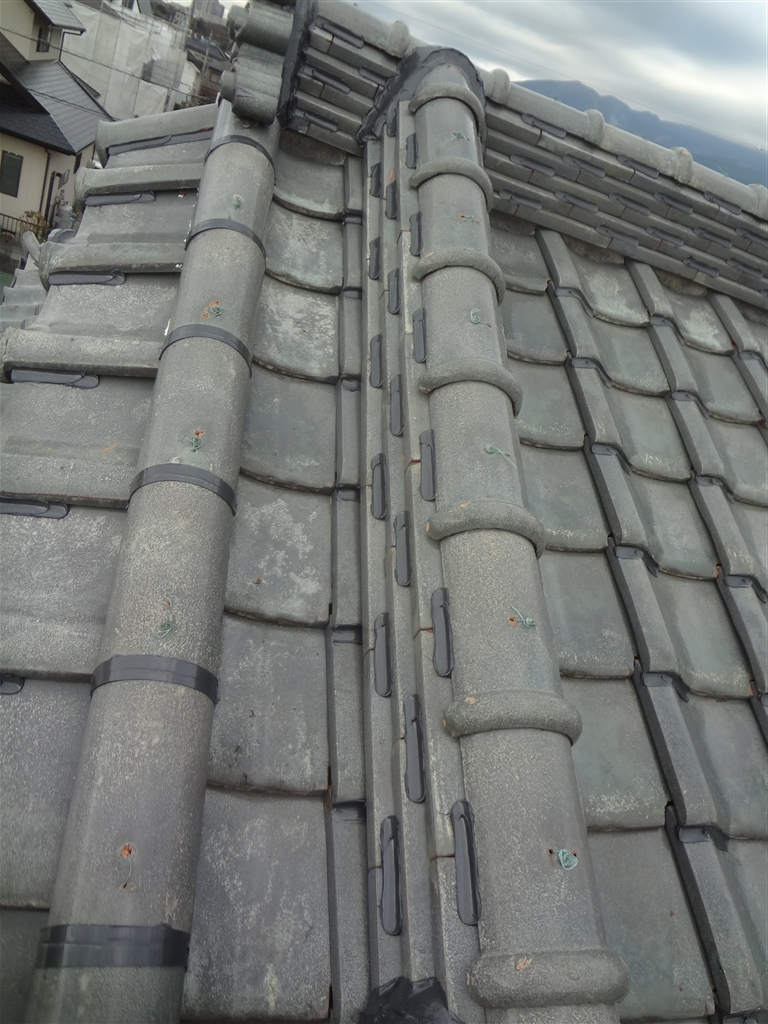 屋根が崩れないように!瓦ボンドロック施工 大屋根 下り棟(飾り棟)