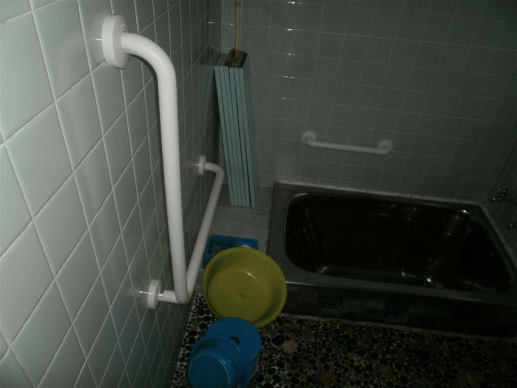 介護保険使用、浴室手すり取付♪