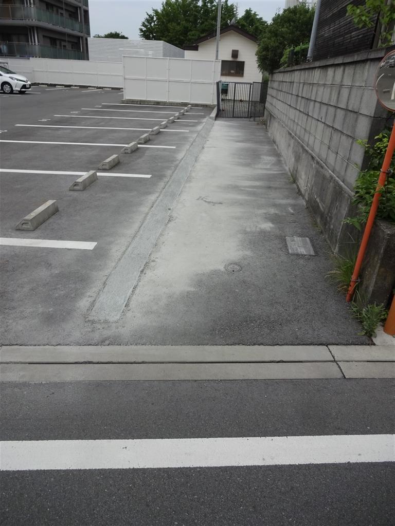 工夫して駐車場を設けよう! 道路側から
