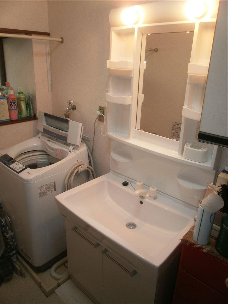 洗面化粧台から酷い漏水!取替え