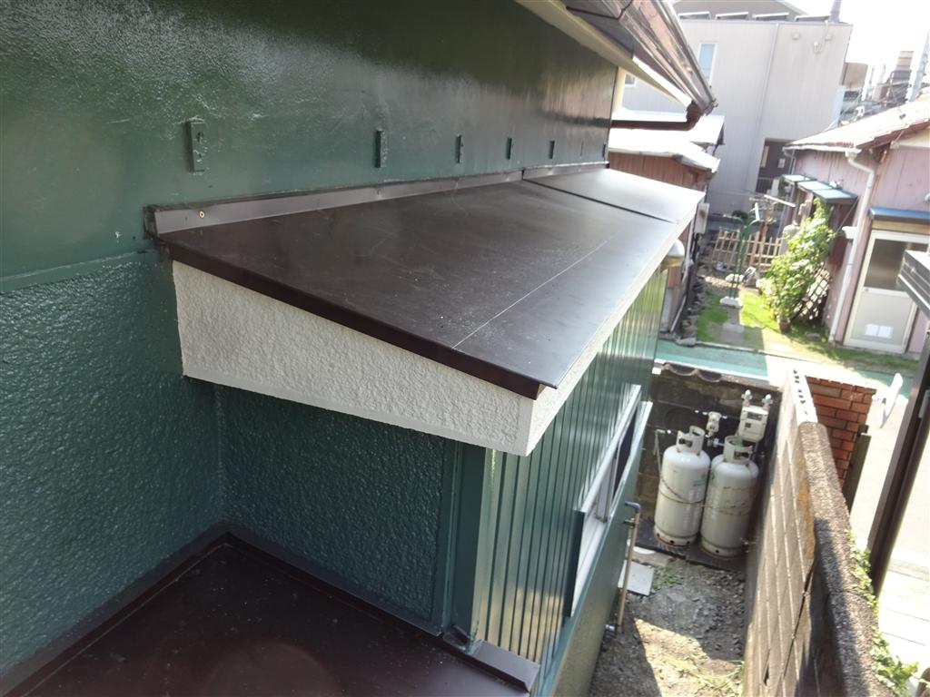 えいごのひろば 改装工事 1F 北側面 霧除け 板金・塗装