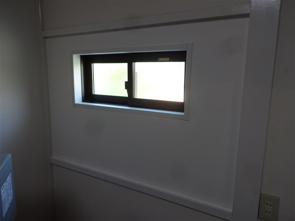 えいごのひろば 改装工事 1F 事務室 窓 内側撮影