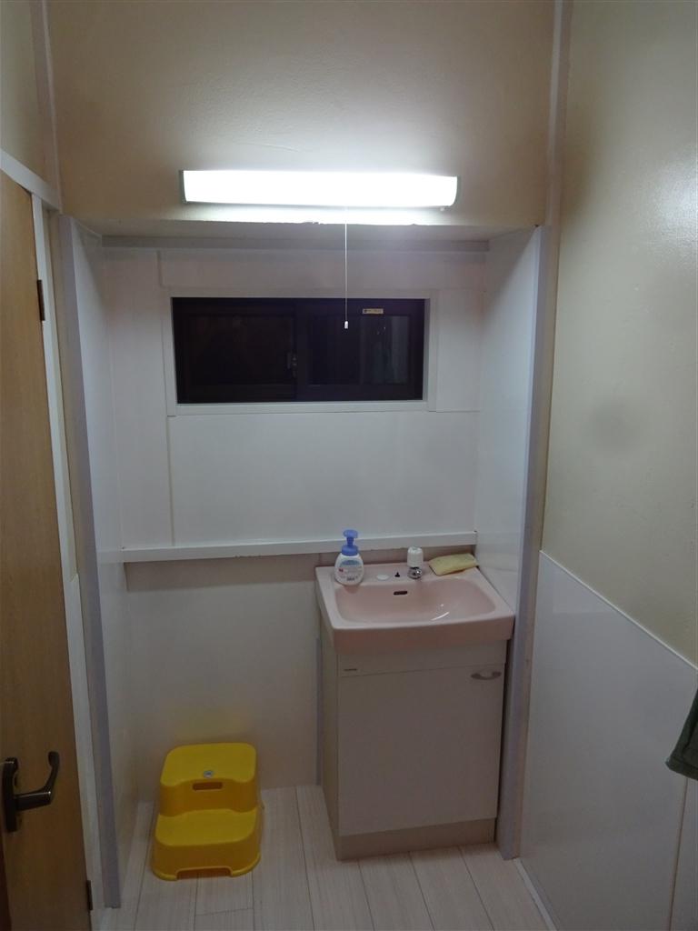 えいごのひろば 改装工事 廊下 手洗い洗面