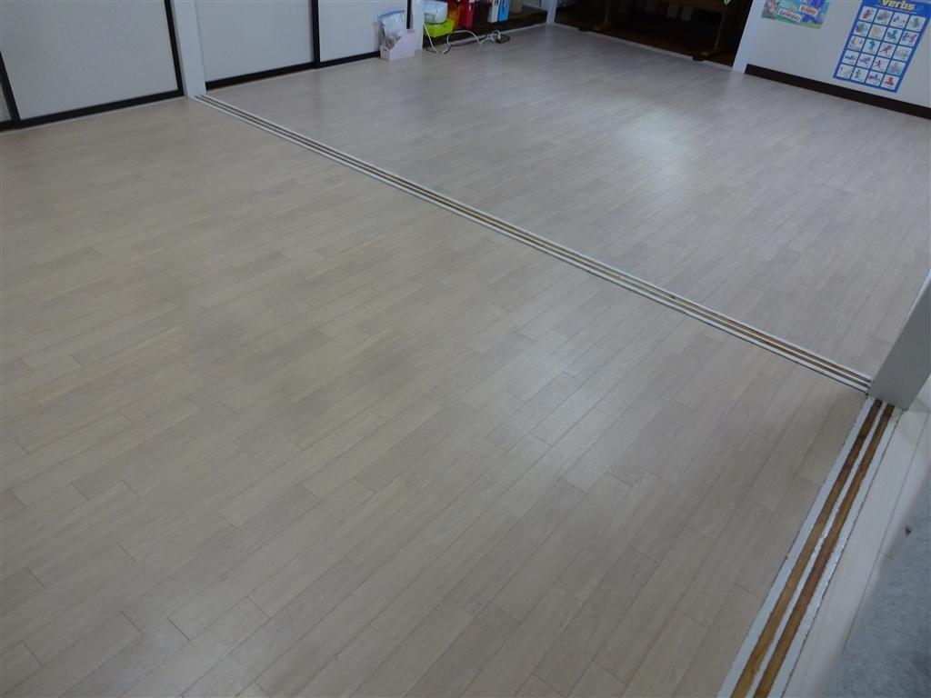 えいごのひろば 改装工事 教室 床