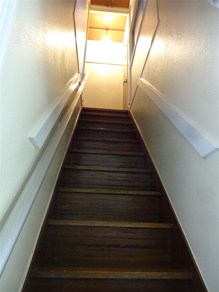 えいごのひろば 改装工事 階段塗装