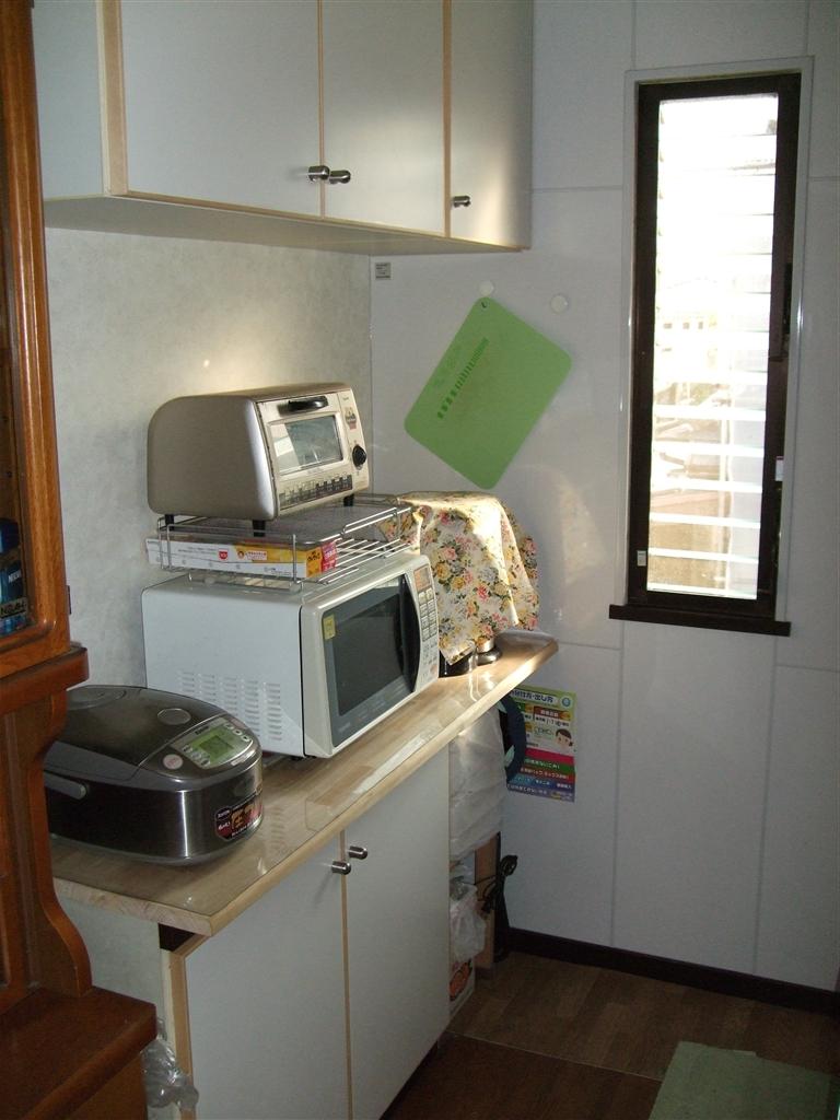 丈夫なキッチンを! 背面収納は扉とカウンター取替え♪