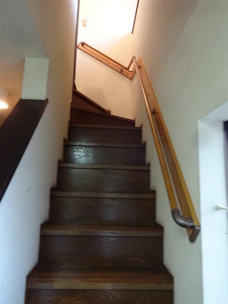 階段が超キツくて・・・手すりを!