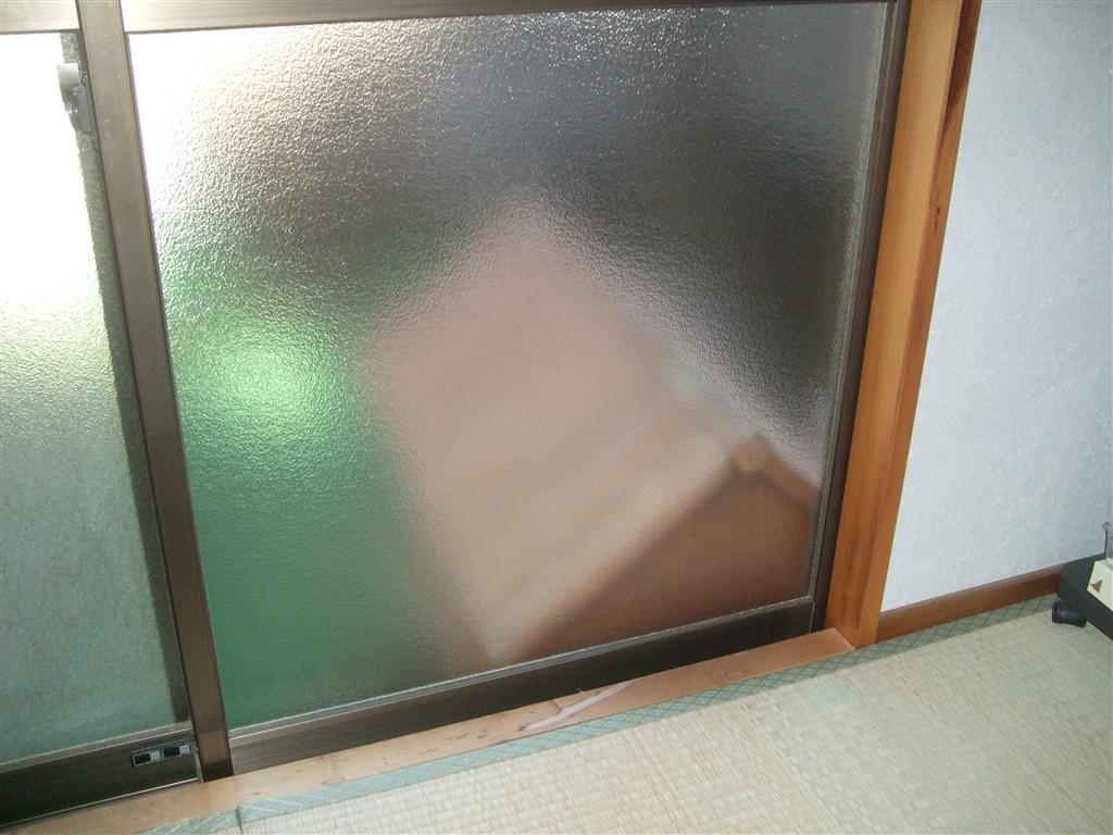 窓ガラス割れてしまいました!補修を♪