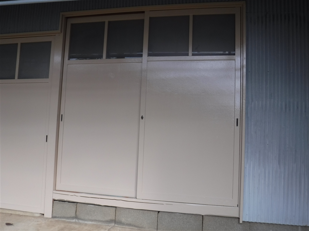 納屋木製扉 塗装!