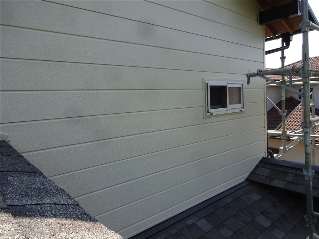 この家で暮らしていくしか・・・ 外壁サイディング貼り+窓取替え③