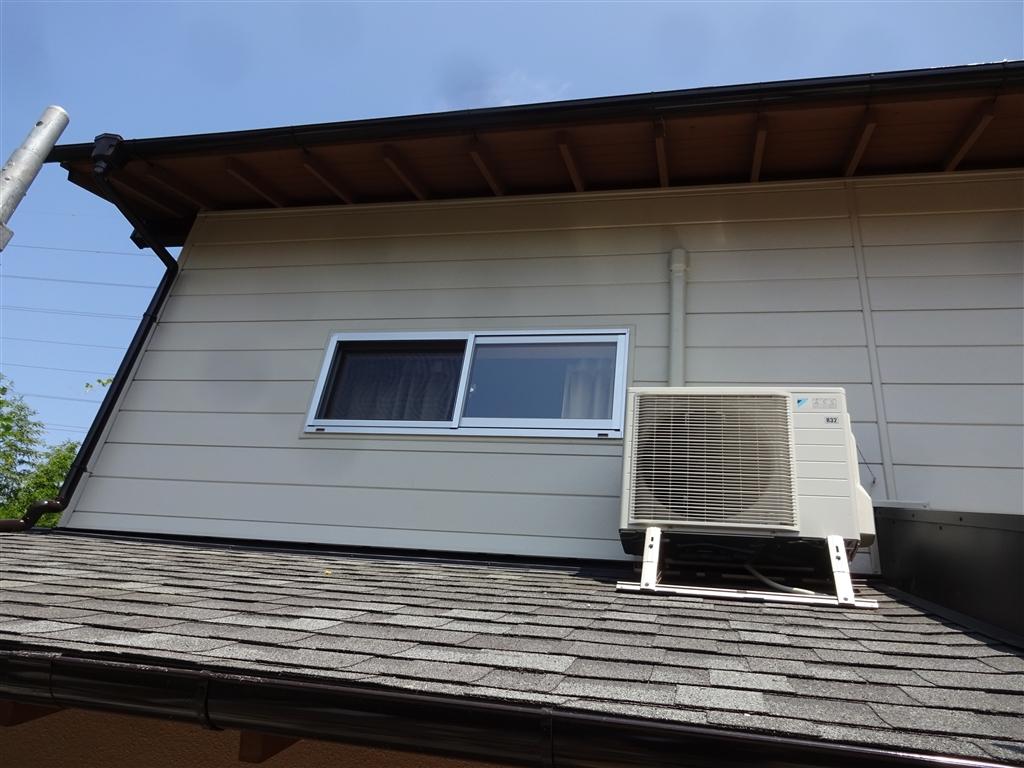 この家で暮らしていくしか・・・ 外壁サイディング貼り+窓取替え②