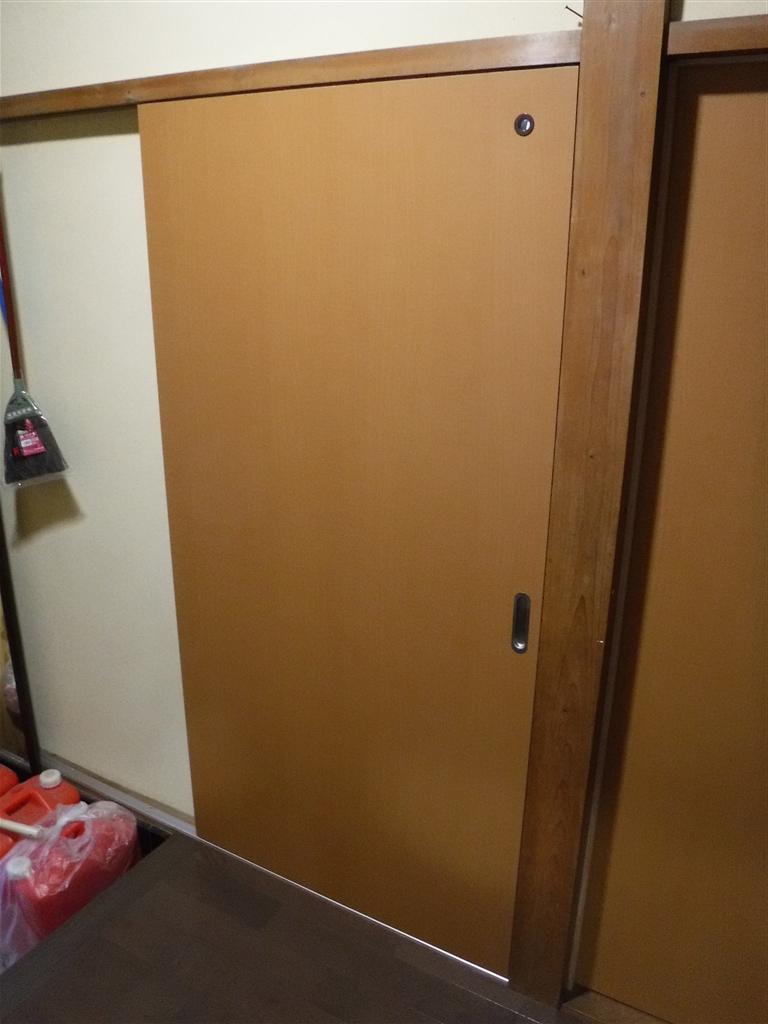 この家で暮らしていくしか・・・台所 入口扉