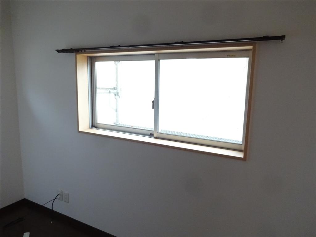この家で暮らしていくしか・・・ 2Fの部屋を1つに!腰窓に変更