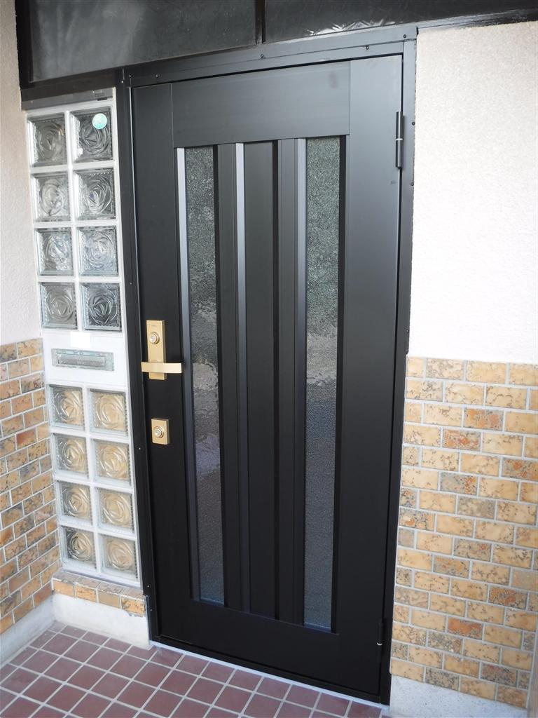 この家で暮らしていくしか・・・やっぱり玄関扉取替え!
