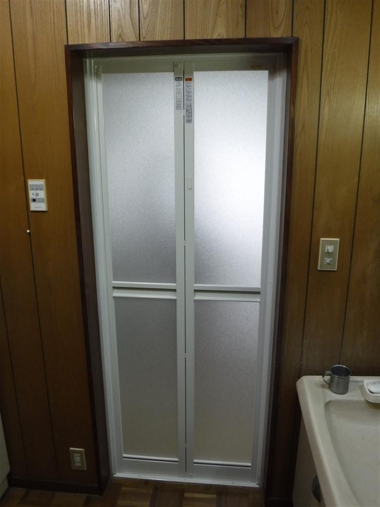 浴室扉壊れました!どの業者もシステムバスを勧めますが・・?