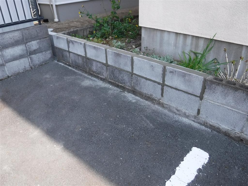 駐車場裏の塀を壊してしまったので・・・