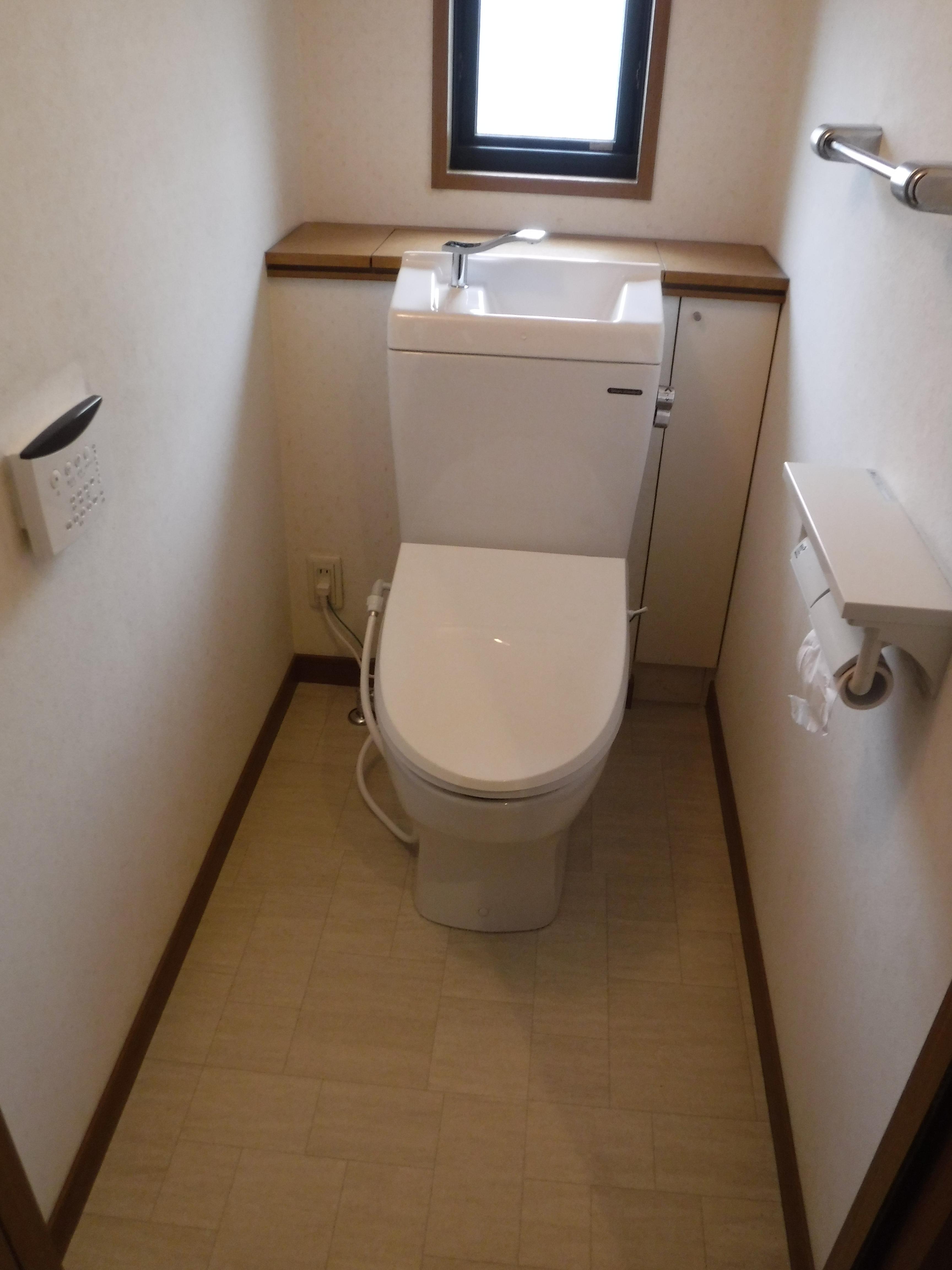 漏水が酷い・・・困った♪ 1Fトイレ