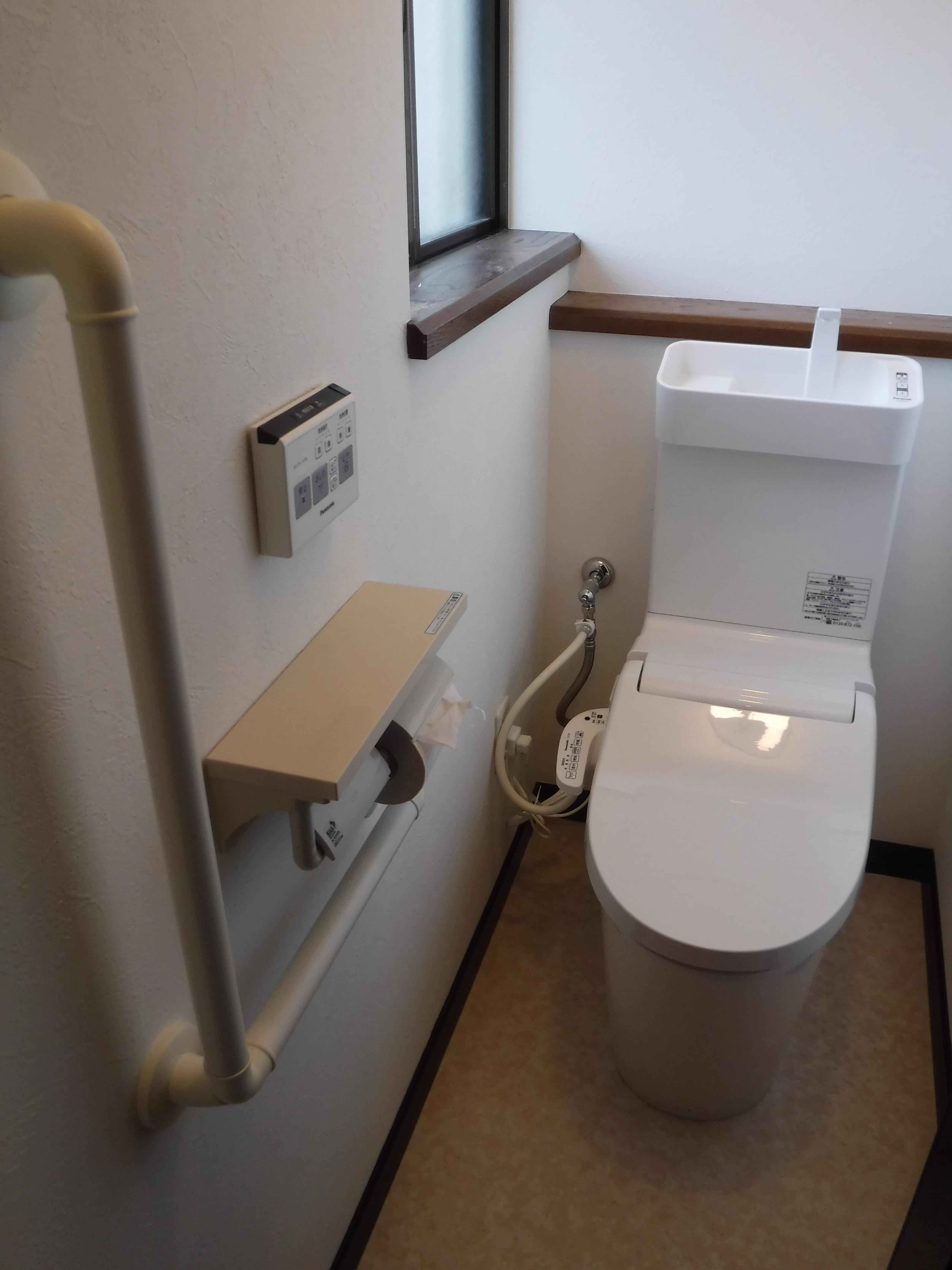 漏水している2Fのトイレ取替え・手すり取付♪アラウーノV