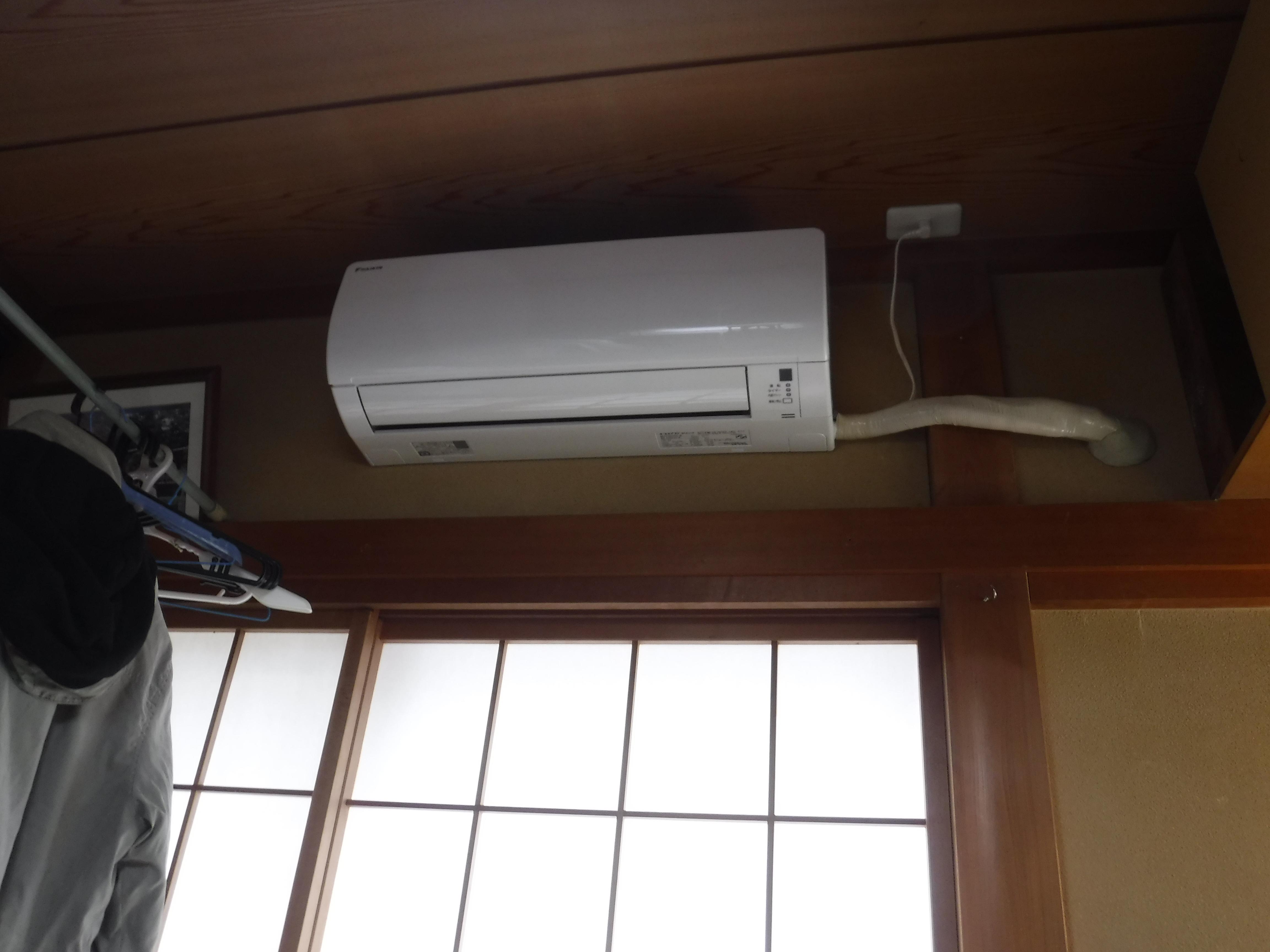 塗装工事の際に1F書斎にエアコンを新規取付