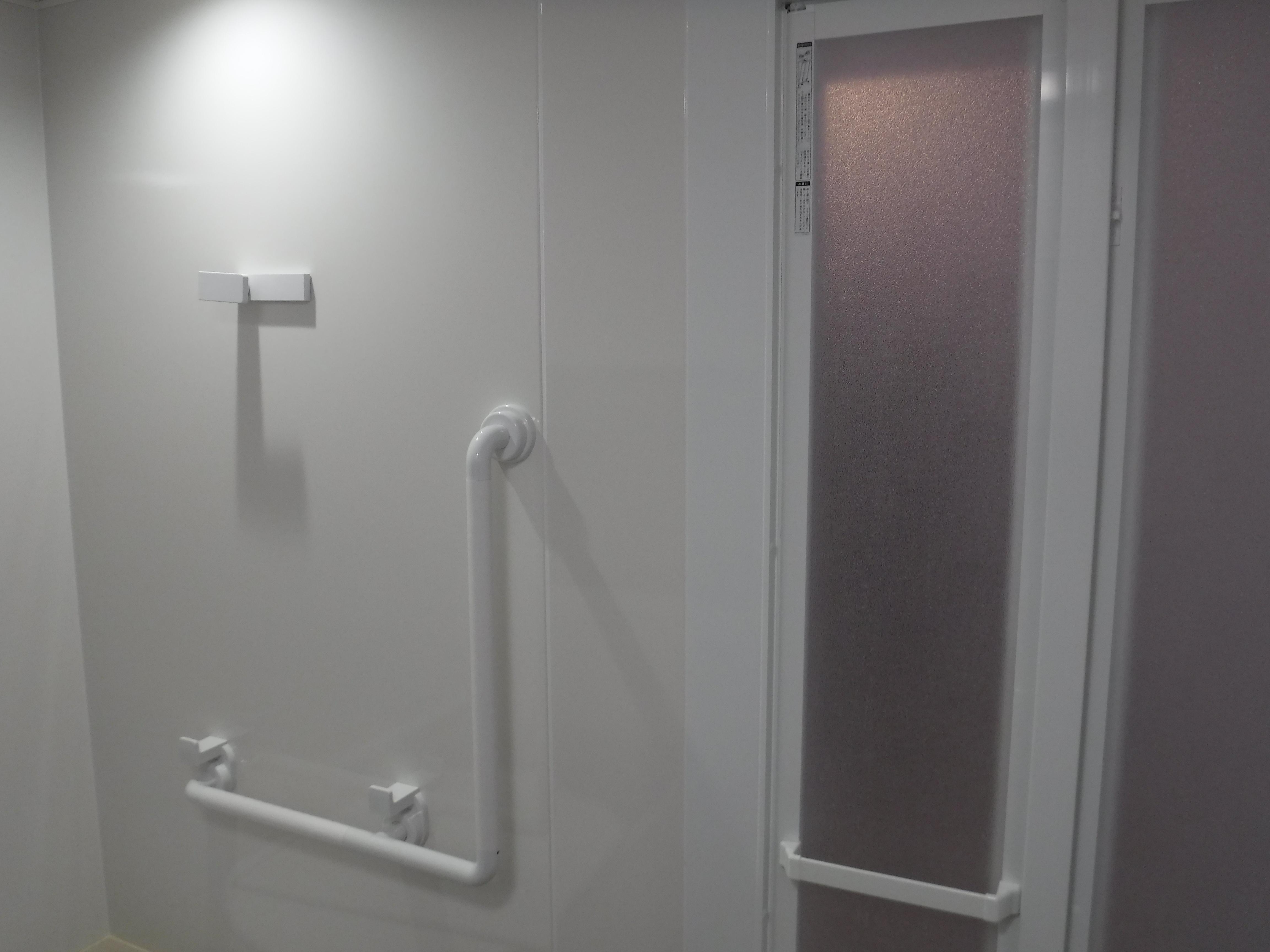 大きなお風呂のままで改装工事 ホーロー壁
