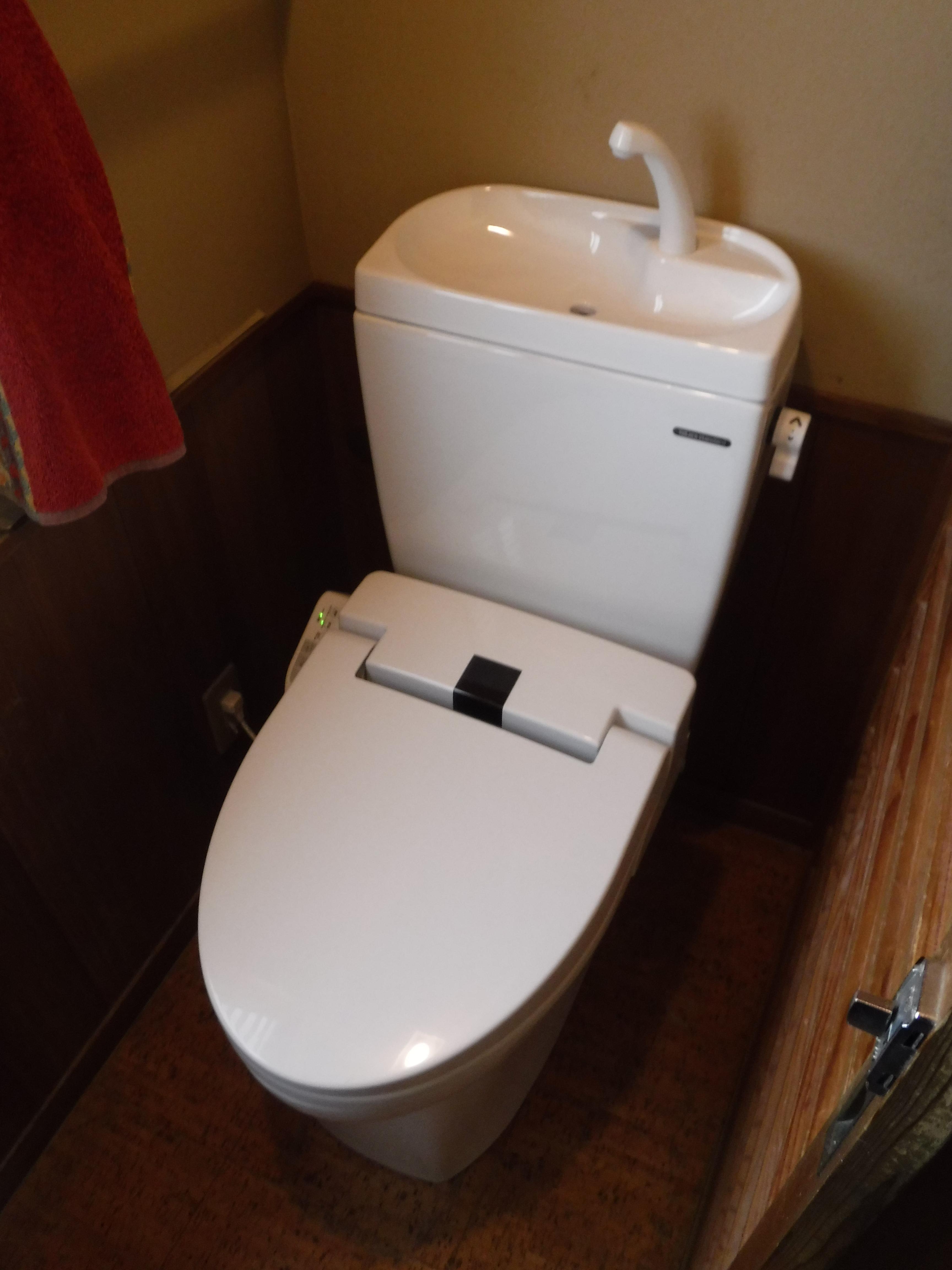 これで最後だ!2Fのトイレも取替え♪