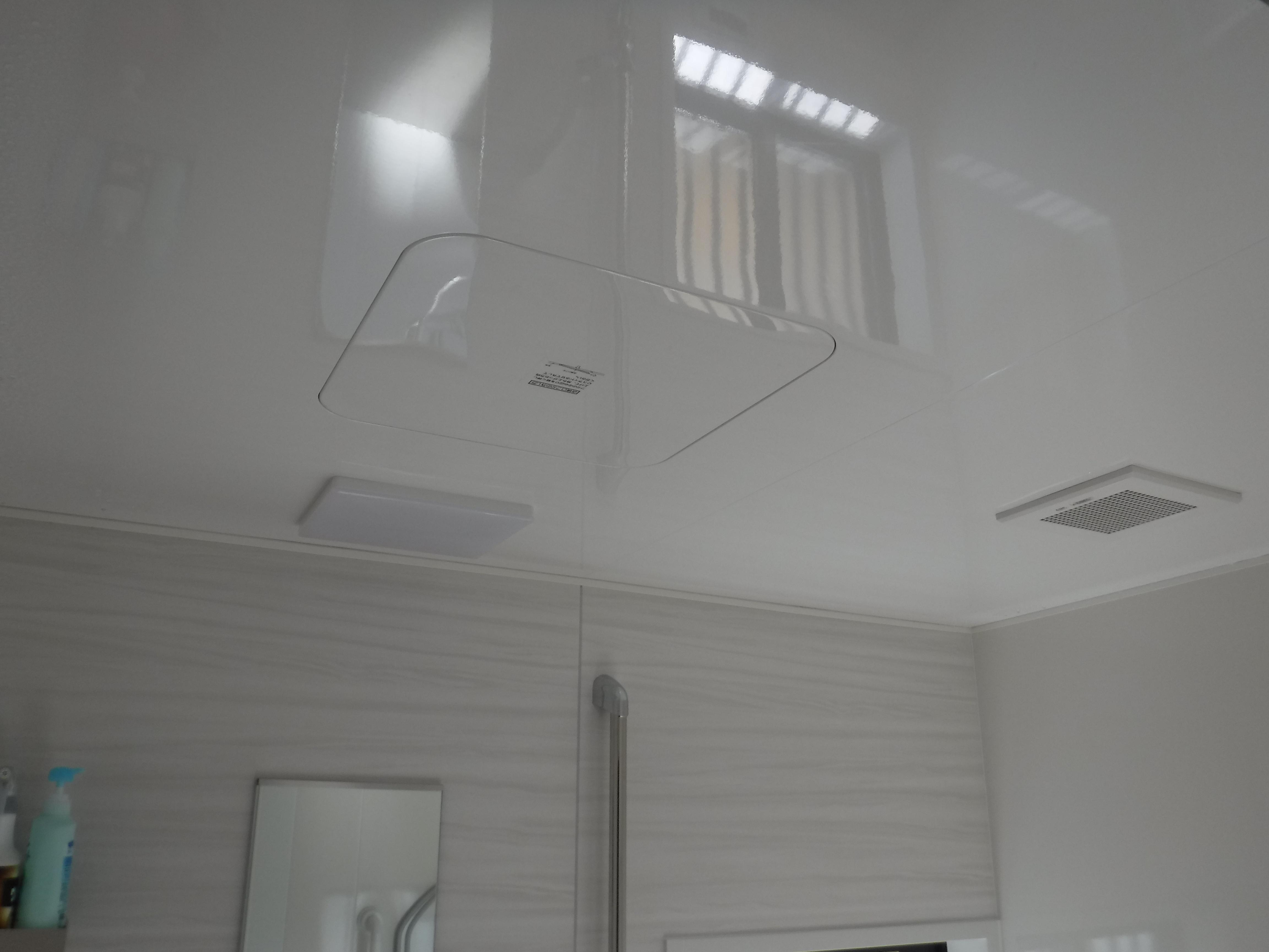 大きなお風呂のままで改装工事 高光沢フラット天井