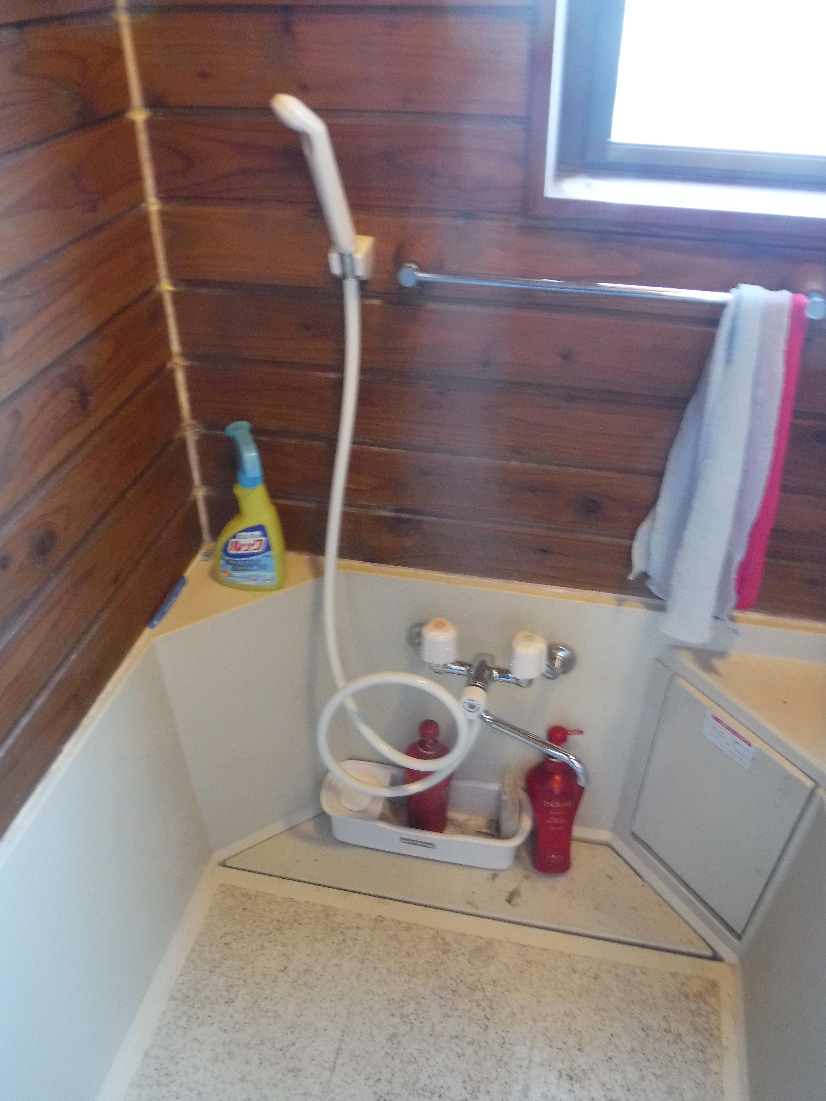 ワワッ!破裂しました。大変です!浴室シャワー水栓取替え
