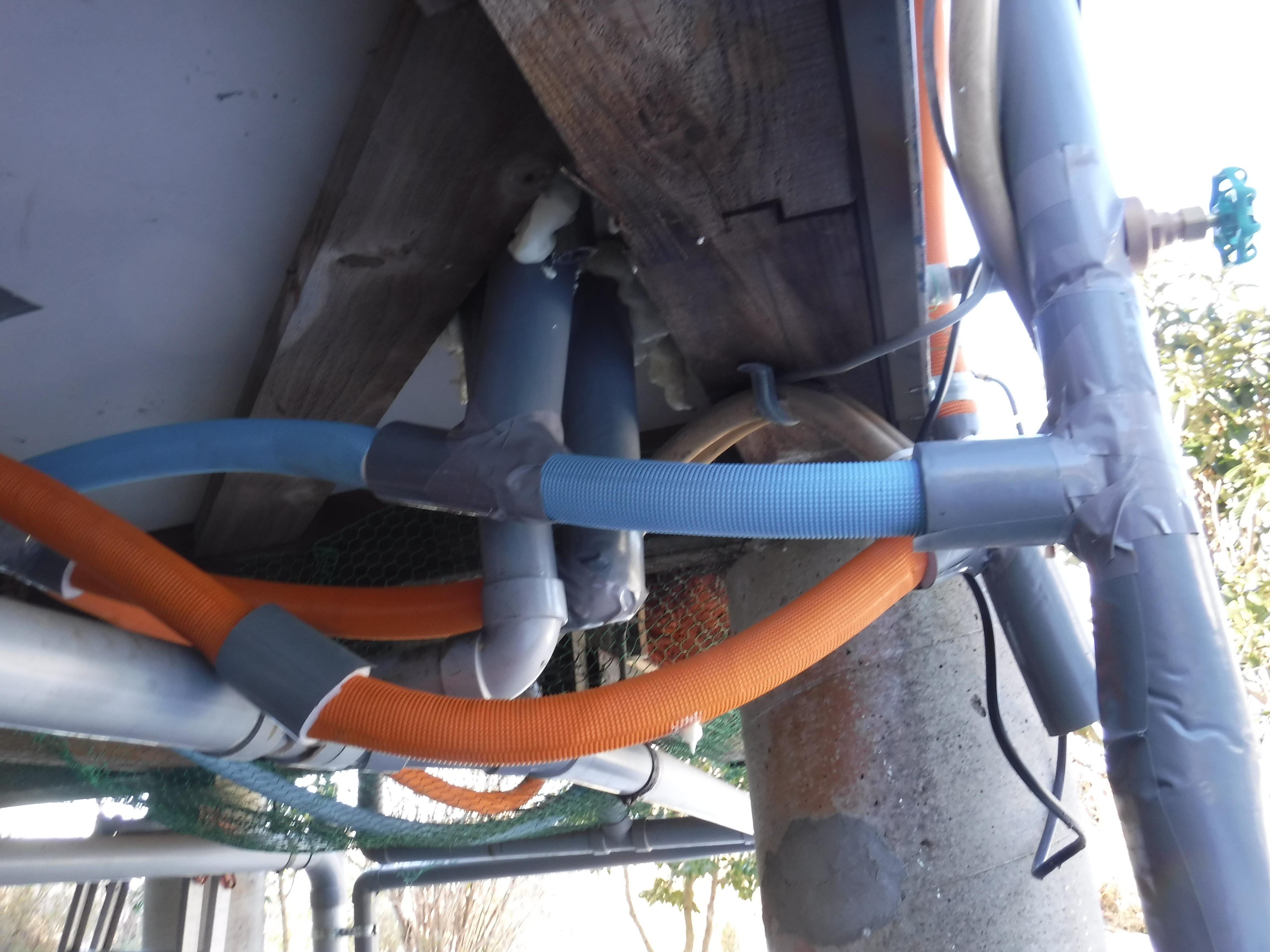 ワワッ!破裂しました。大変です!給水・給湯管補修工事
