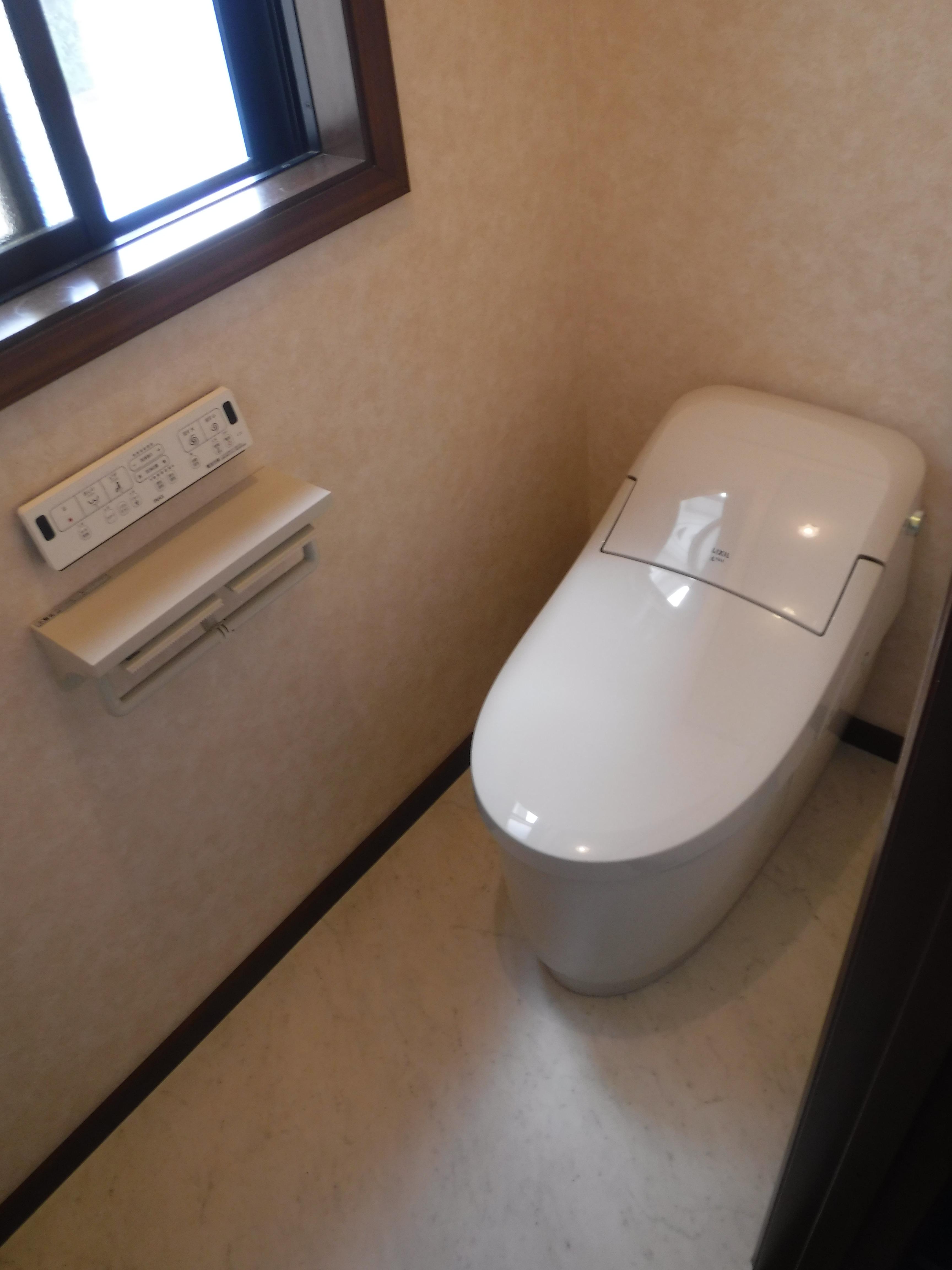 中 2階のトイレ取替え内装も♪