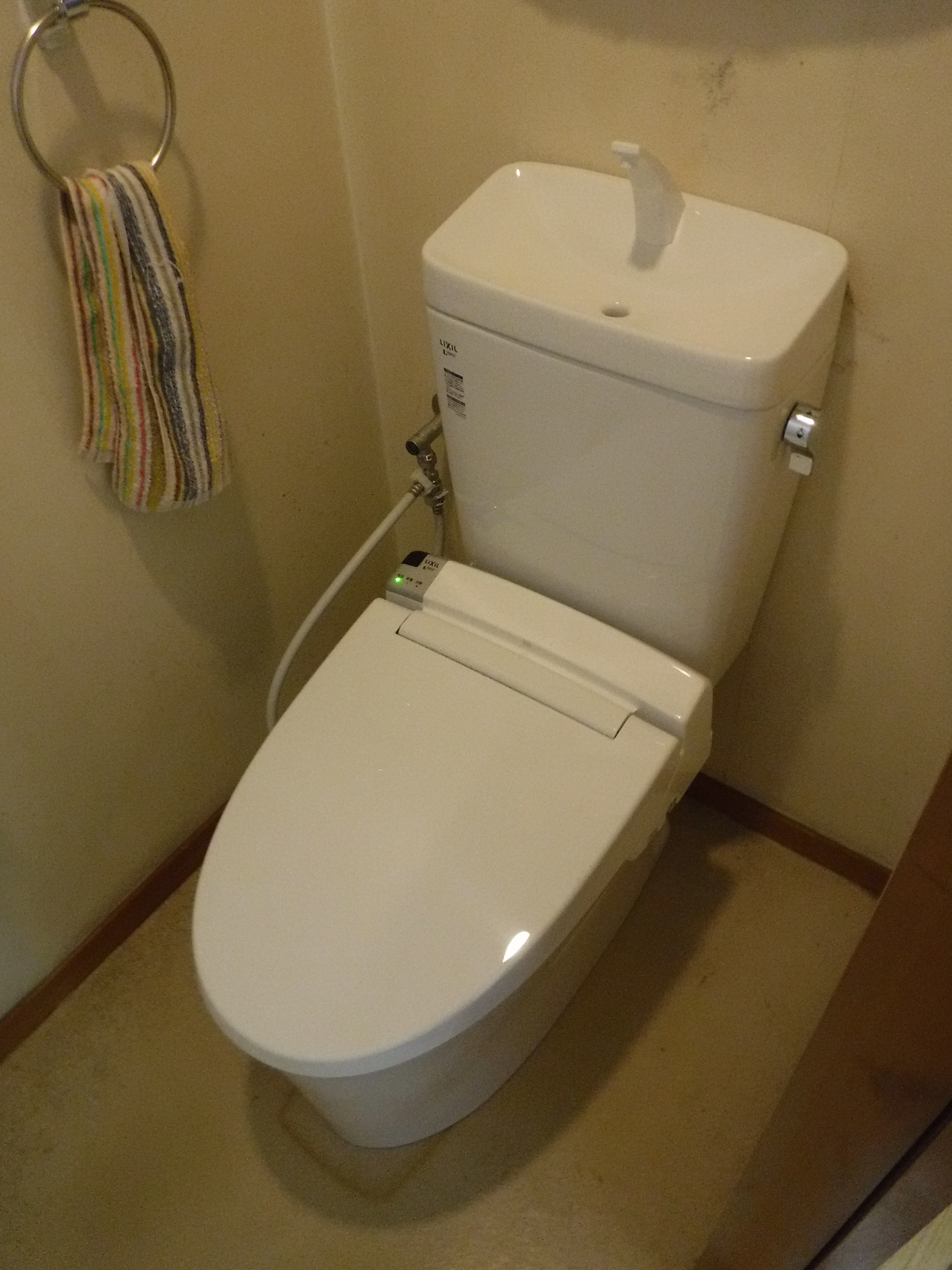 2Fのトイレ臭い・・・取替えてください。
