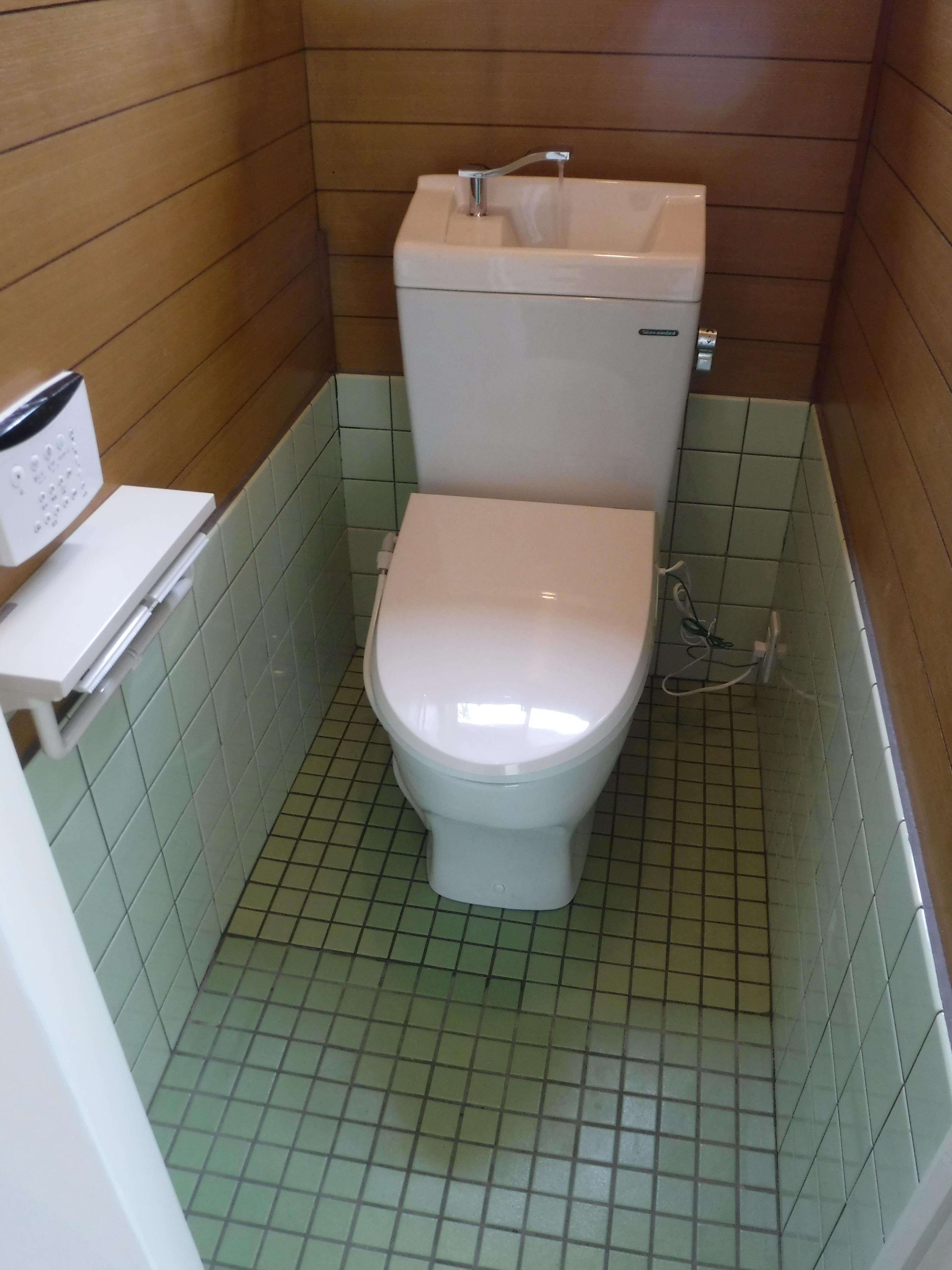 お店をやるので・・・PAKU×2(パクパク)洋式トイレに変えてください♪