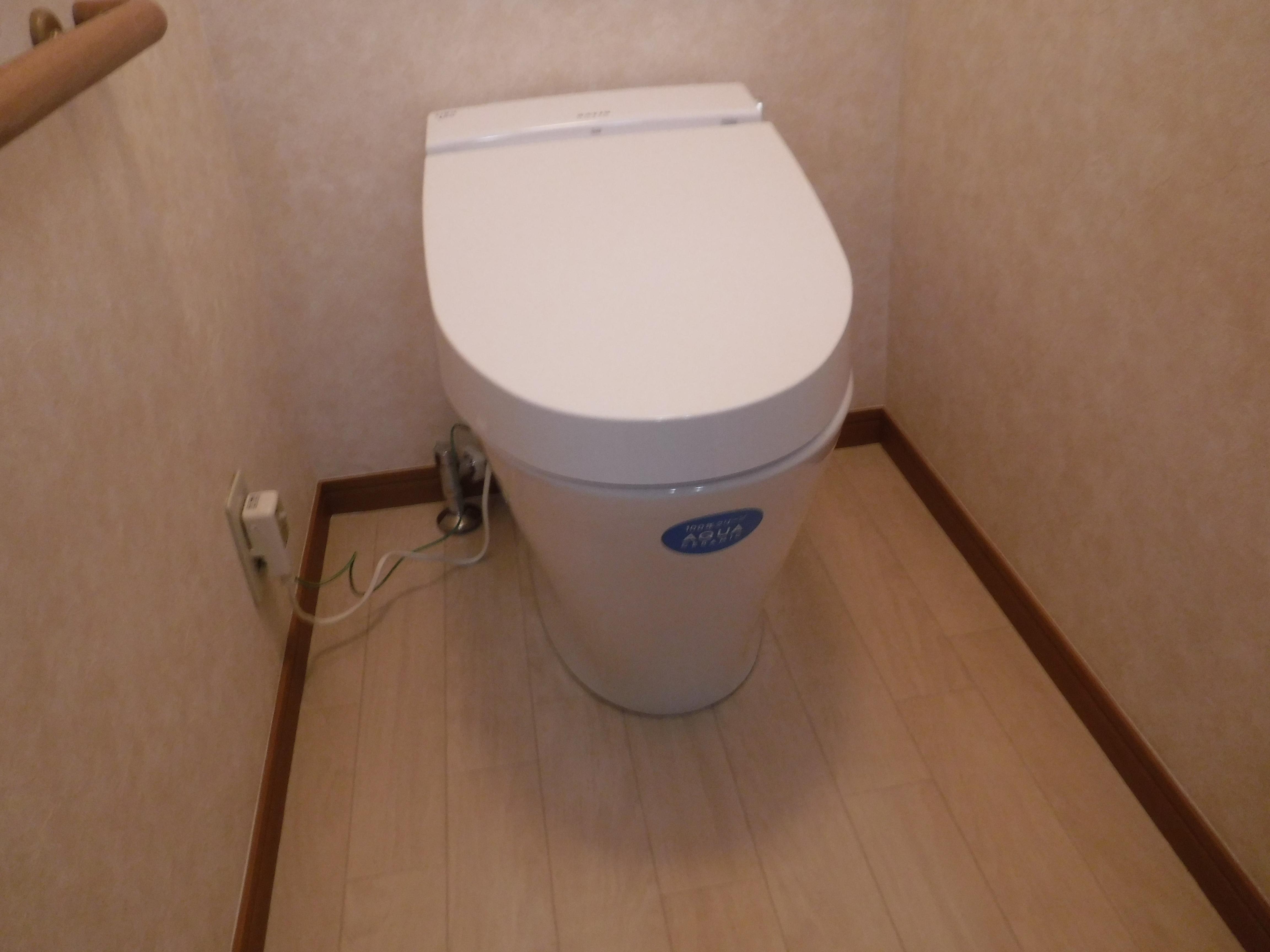 ホームセンター展示品トイレ特価で購入・・・漏水が酷いので取替え♪