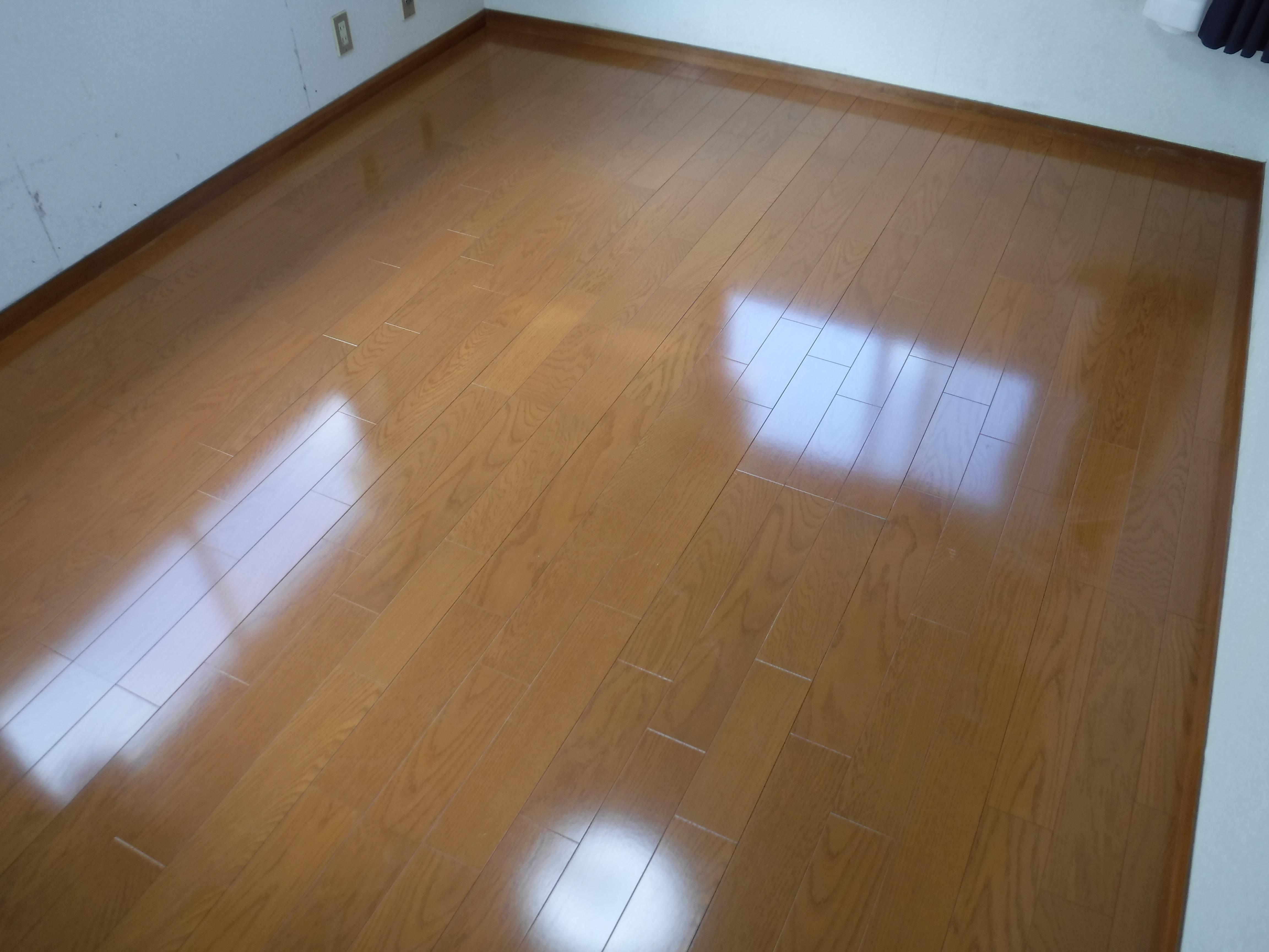 寝室の床がベコつきます!