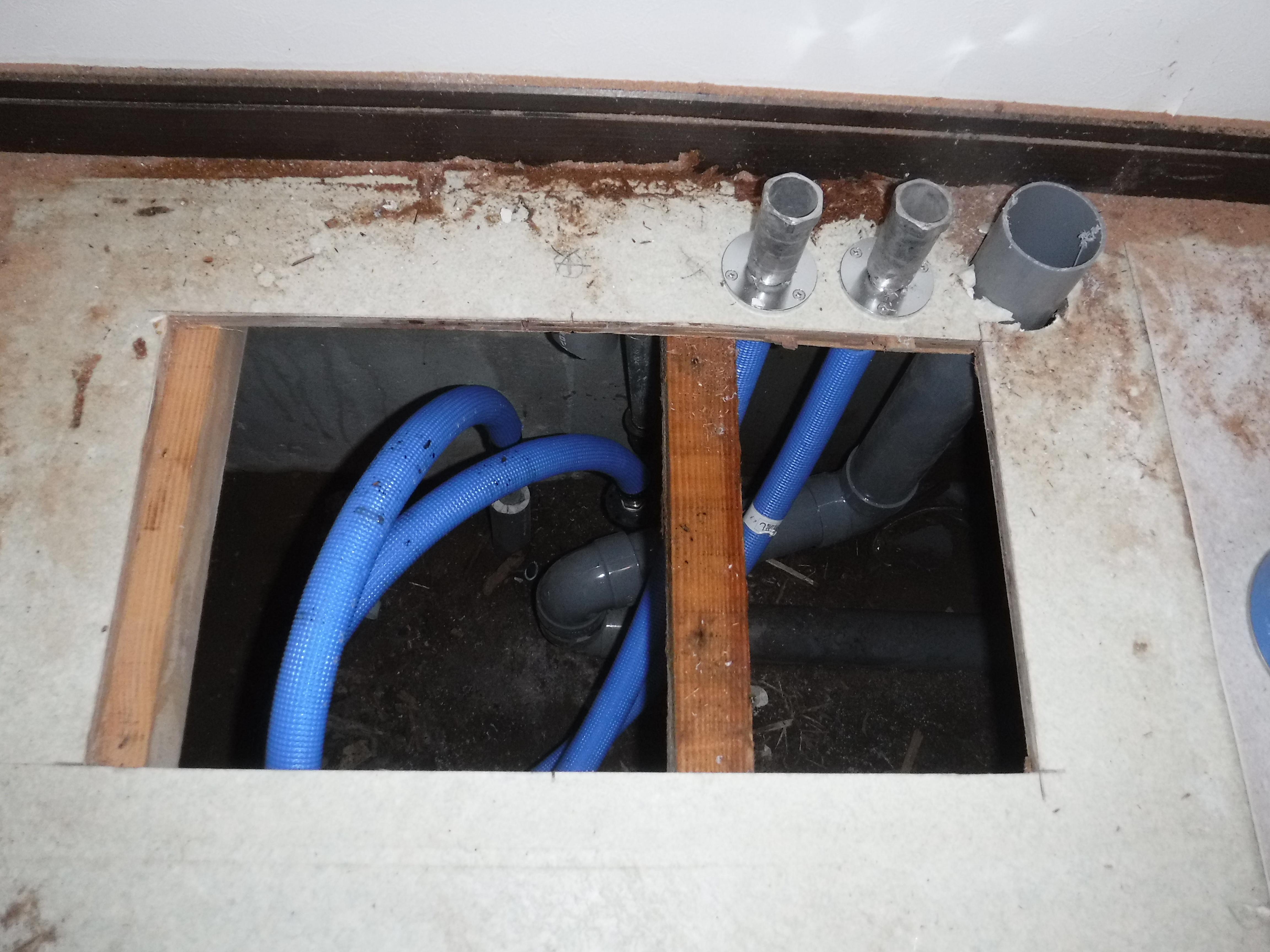 脱衣場の外側の壁が・・・漏水補修