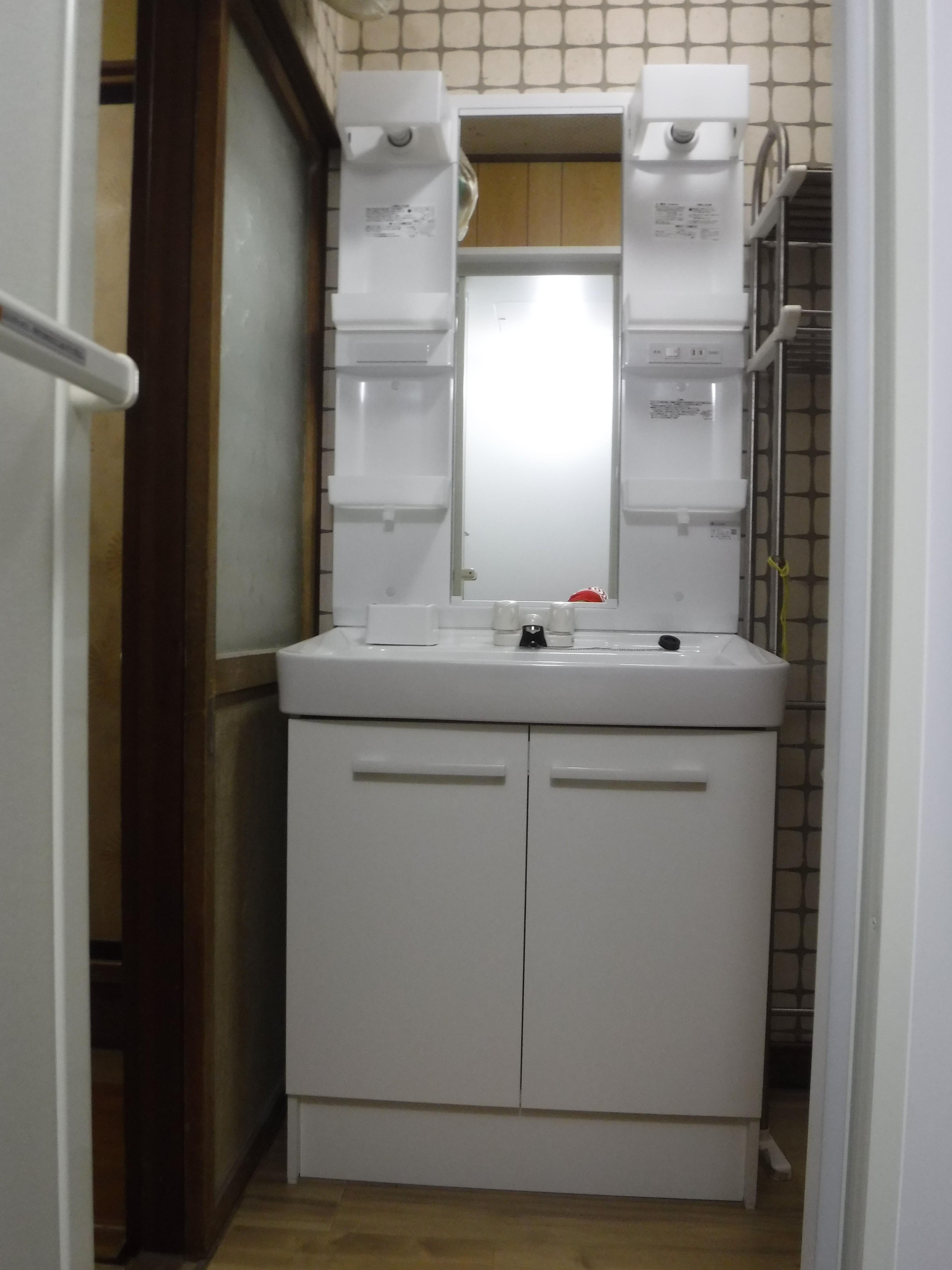 介護保険を活用して改装工事 脱衣場 洗面化粧台オフトW750
