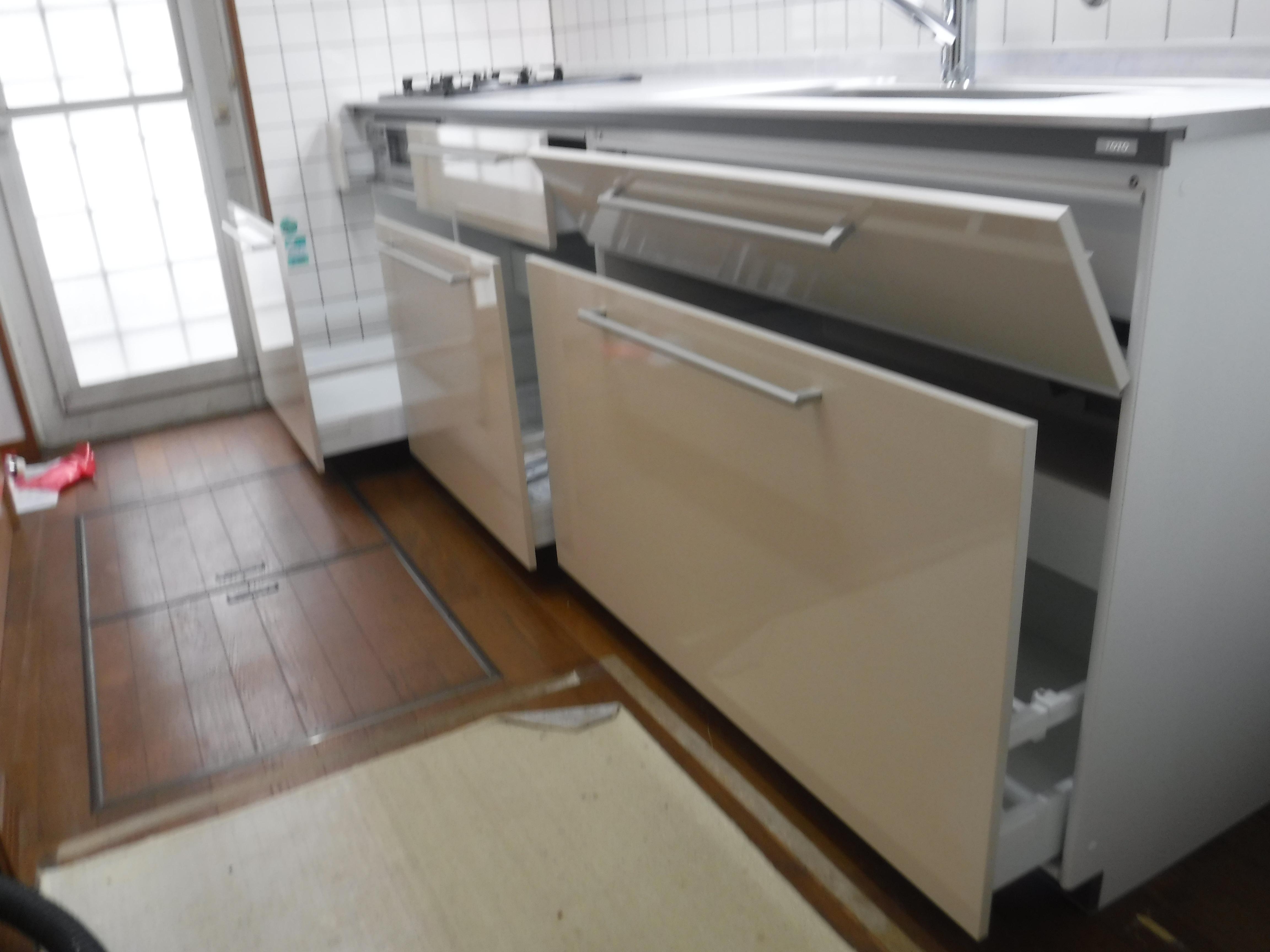 漏水していました。お金を貯めて改装工事 キッチン クラッソ 本体収納
