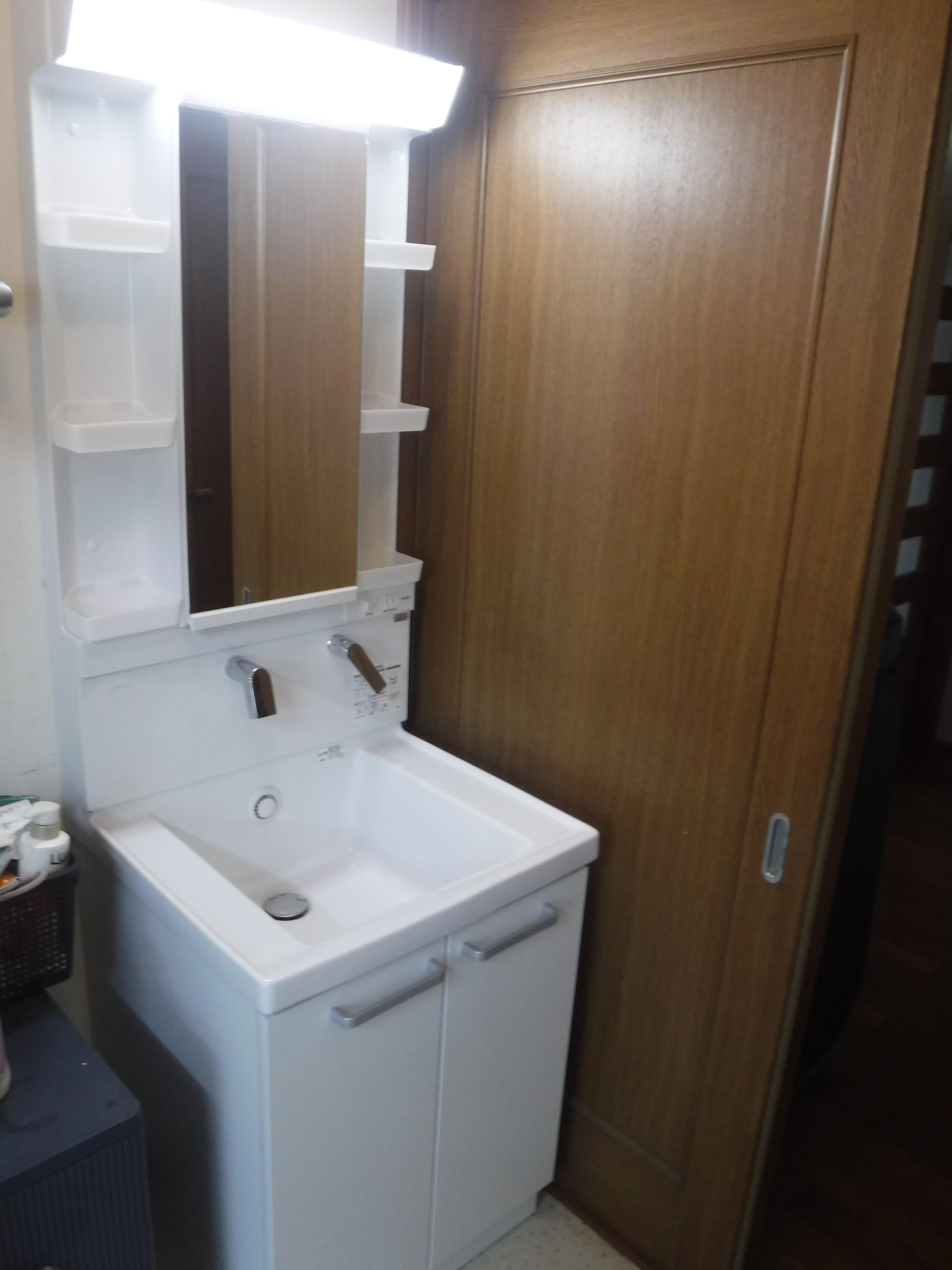 台所と一緒に洗面化粧台も取替えてください♪サクアW600