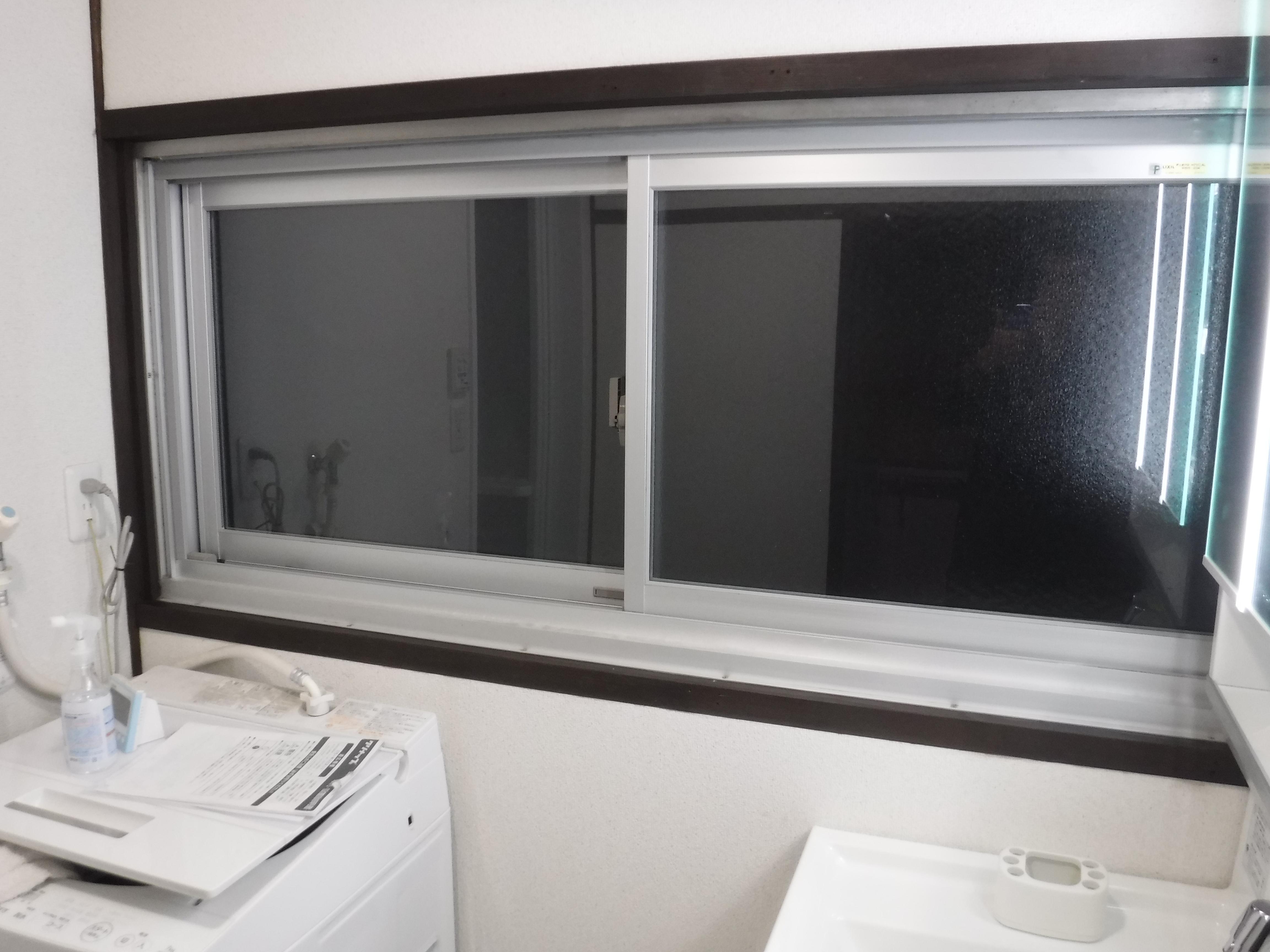 この家で暮らしていくしか・・・数年後 脱衣場 窓 二重サッシ