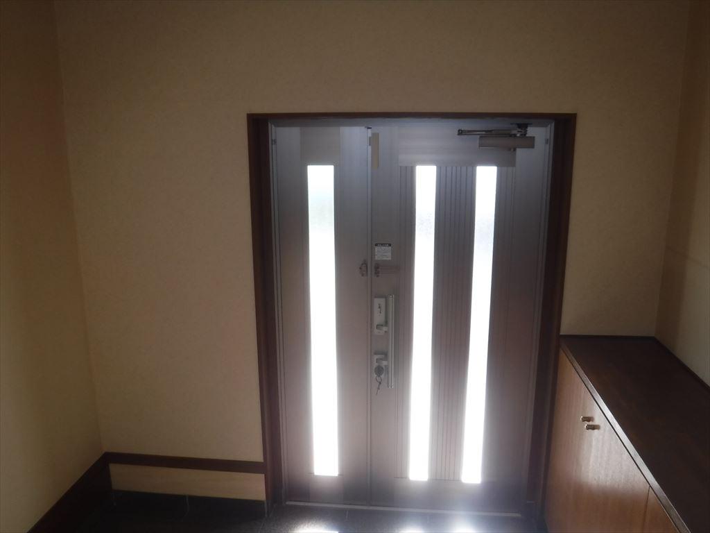 事務所の玄関を大きく変更したいです! 玄関扉・内装
