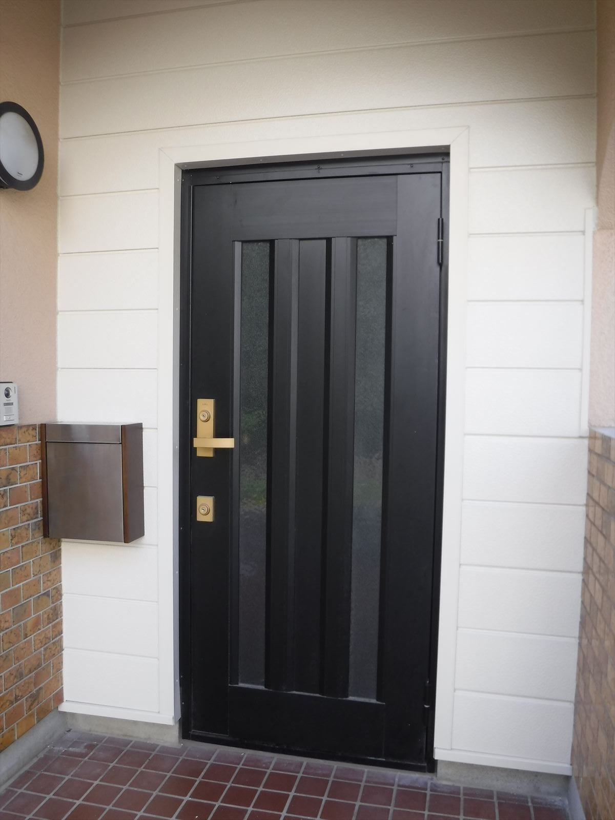 この家で暮らしていくしか・・・玄関廻り 断熱工事 外側