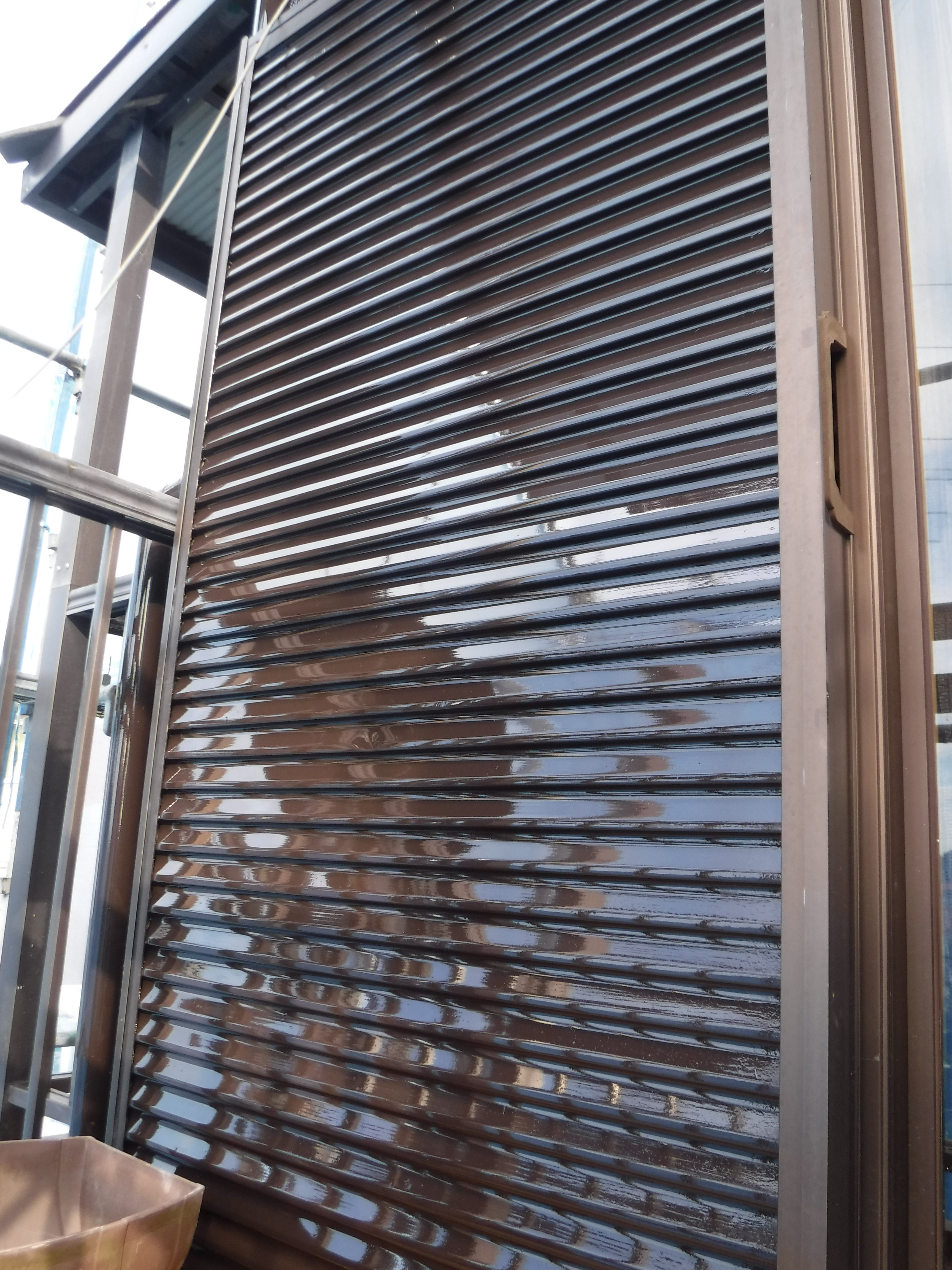 工場外装補修工事 雨戸・戸箱塗装