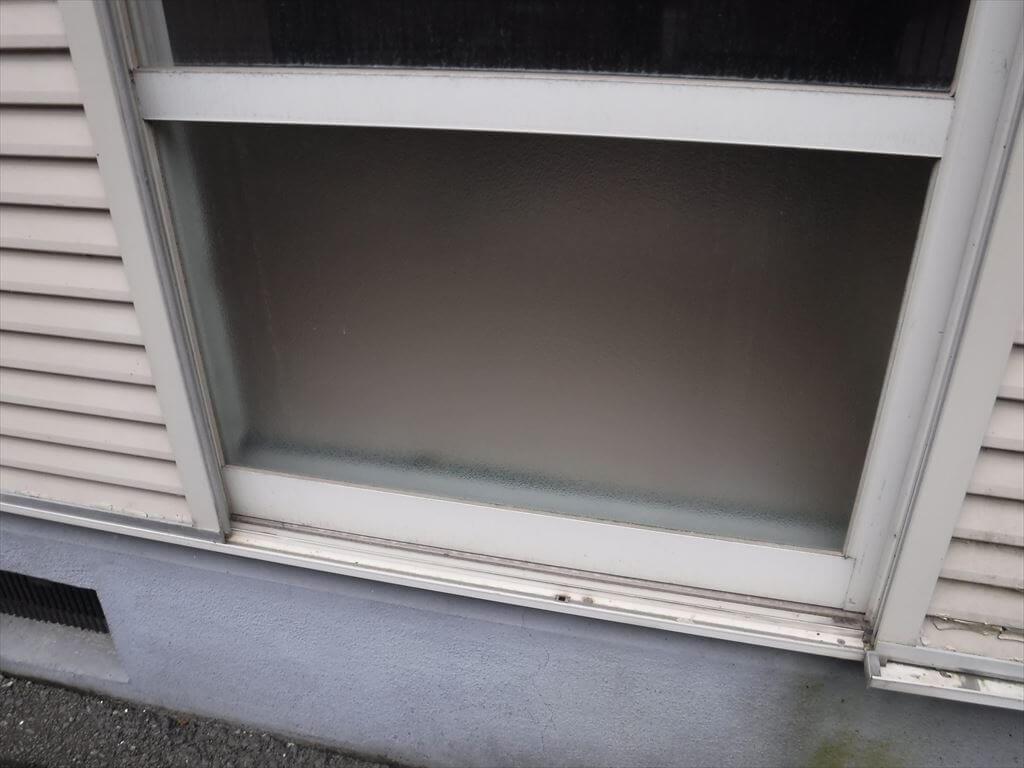 管理しているアパートの窓ガラス割れております。