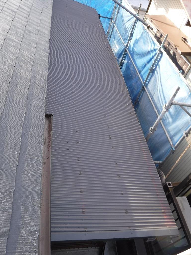 工場外装補修工事 トタン屋根部分