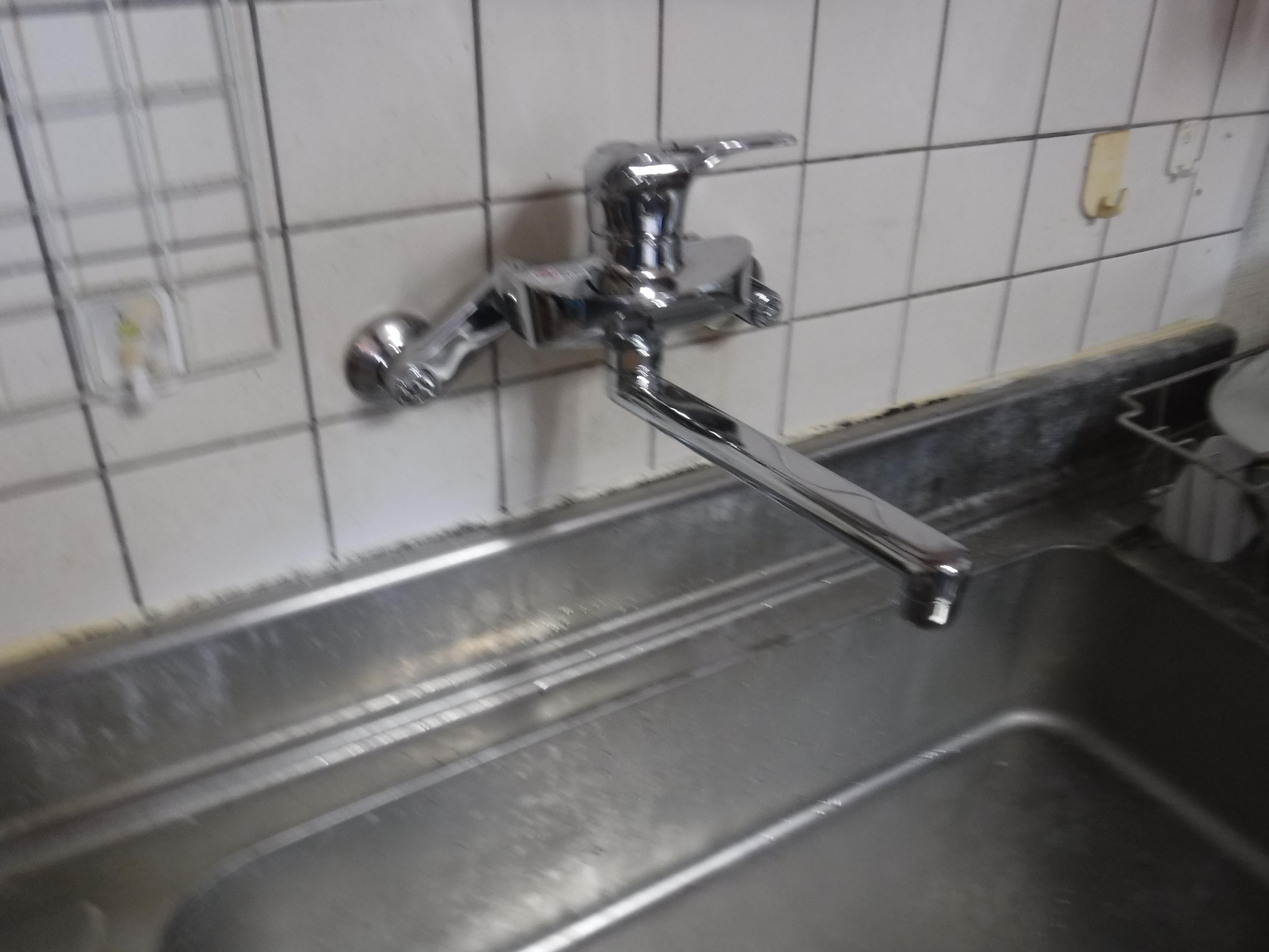 水が止まらないから・・・一緒に台所水栓も取替えて!B