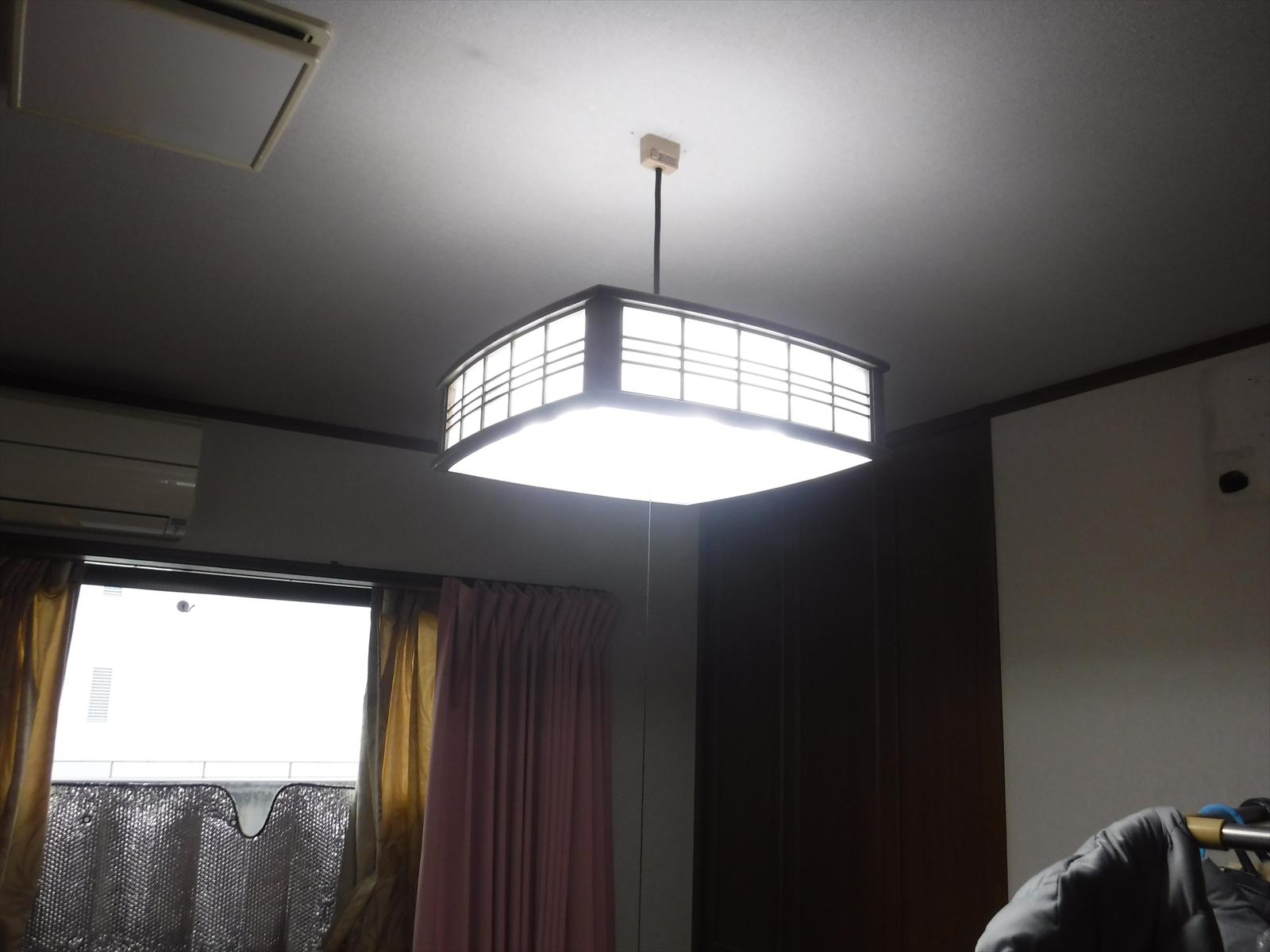何でもいいので・・・2Fの2部屋、天井照明が使えるようにしてください!