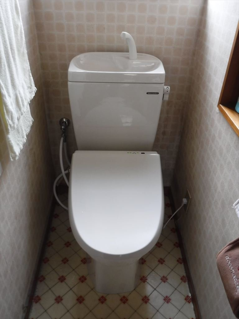 雨漏り補修の工事。いろいろと補修していこうと思います。トイレ