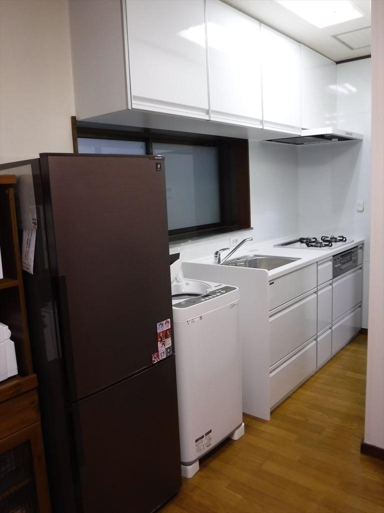 洗濯機をキッチンの隣に並べるしか・・・!キッチン トレーシア W1800 + 洗濯機