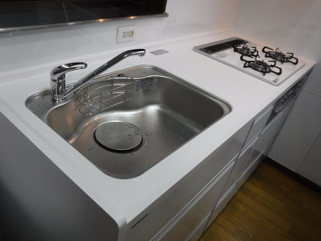 洗濯機をキッチンの隣に並べるしか・・・!トレーシア ワークトップ