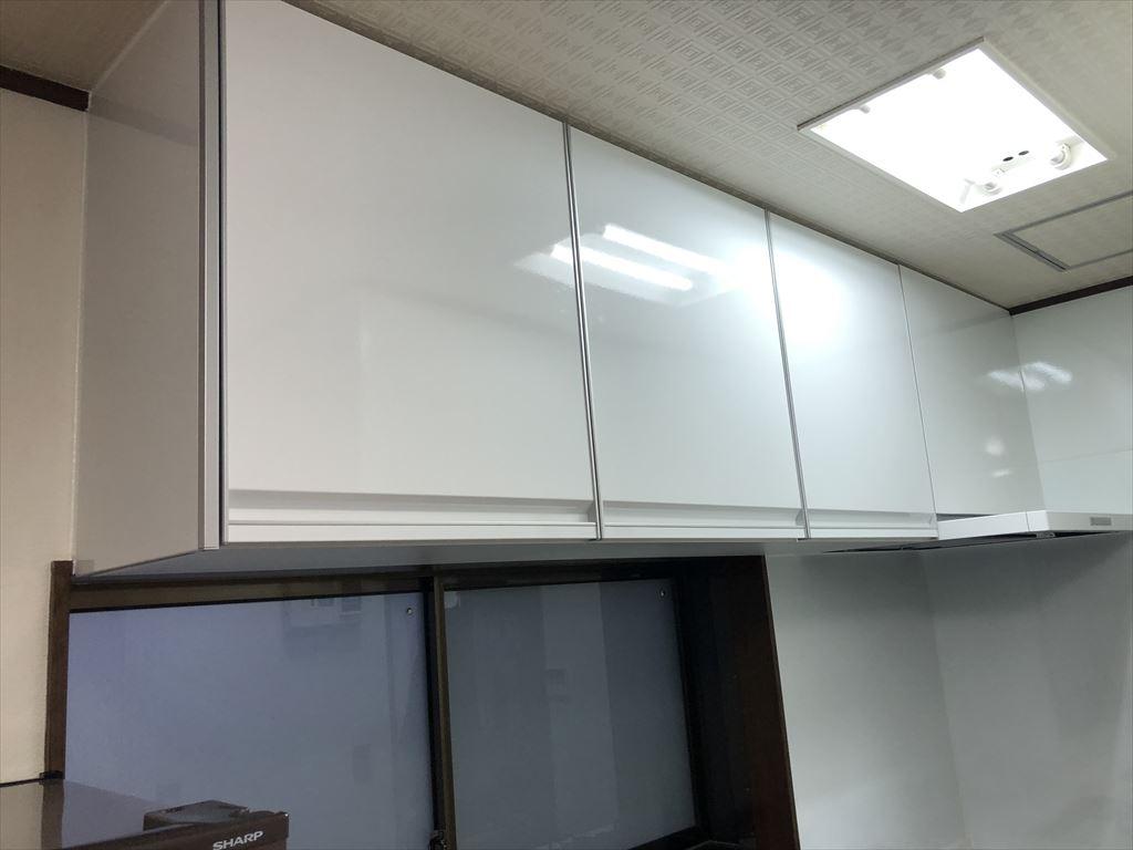 洗濯機をキッチンの隣に並べるしか・・・!トレーシア 吊戸